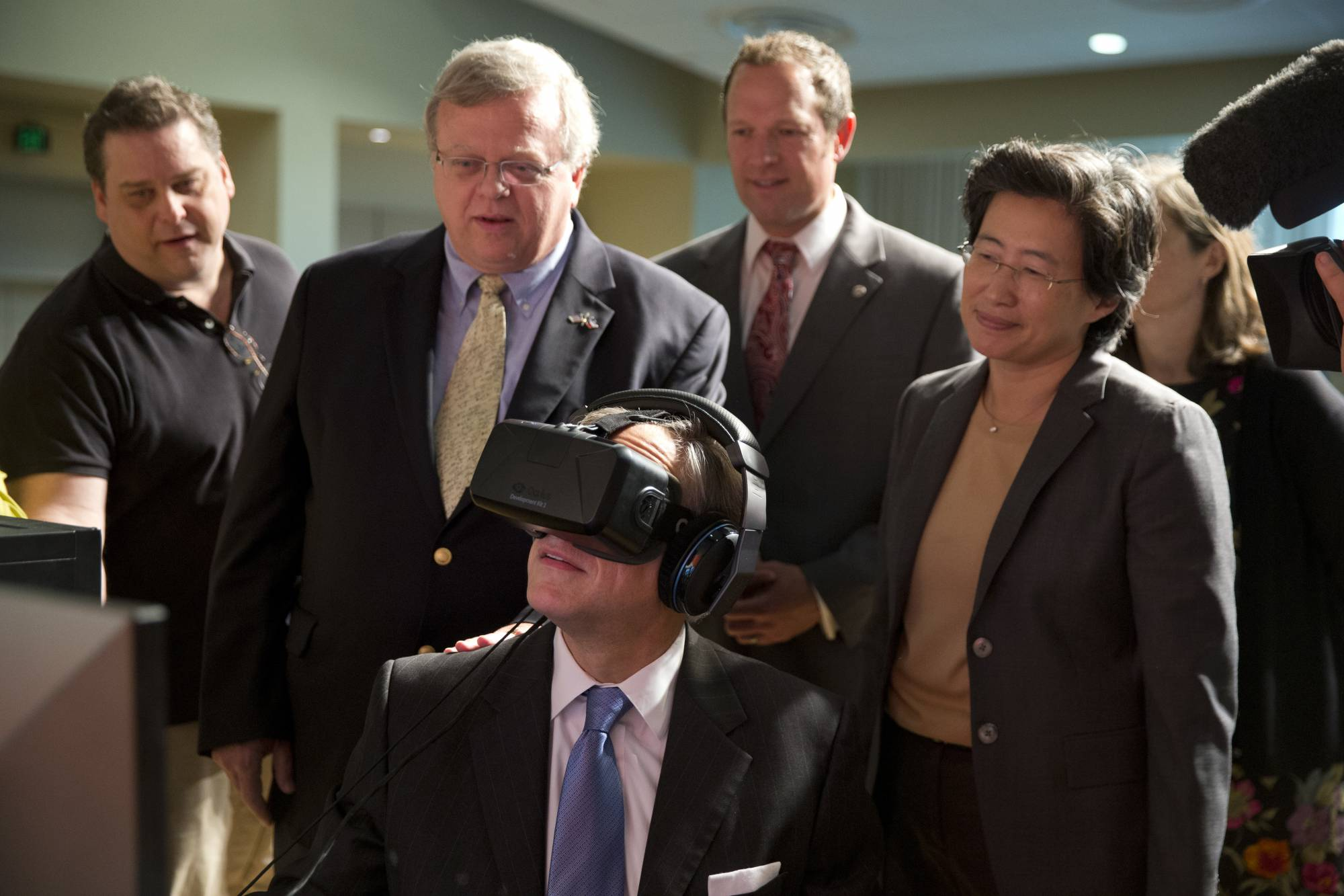 Texas Gov Greg Abbott tries Virtual Reality