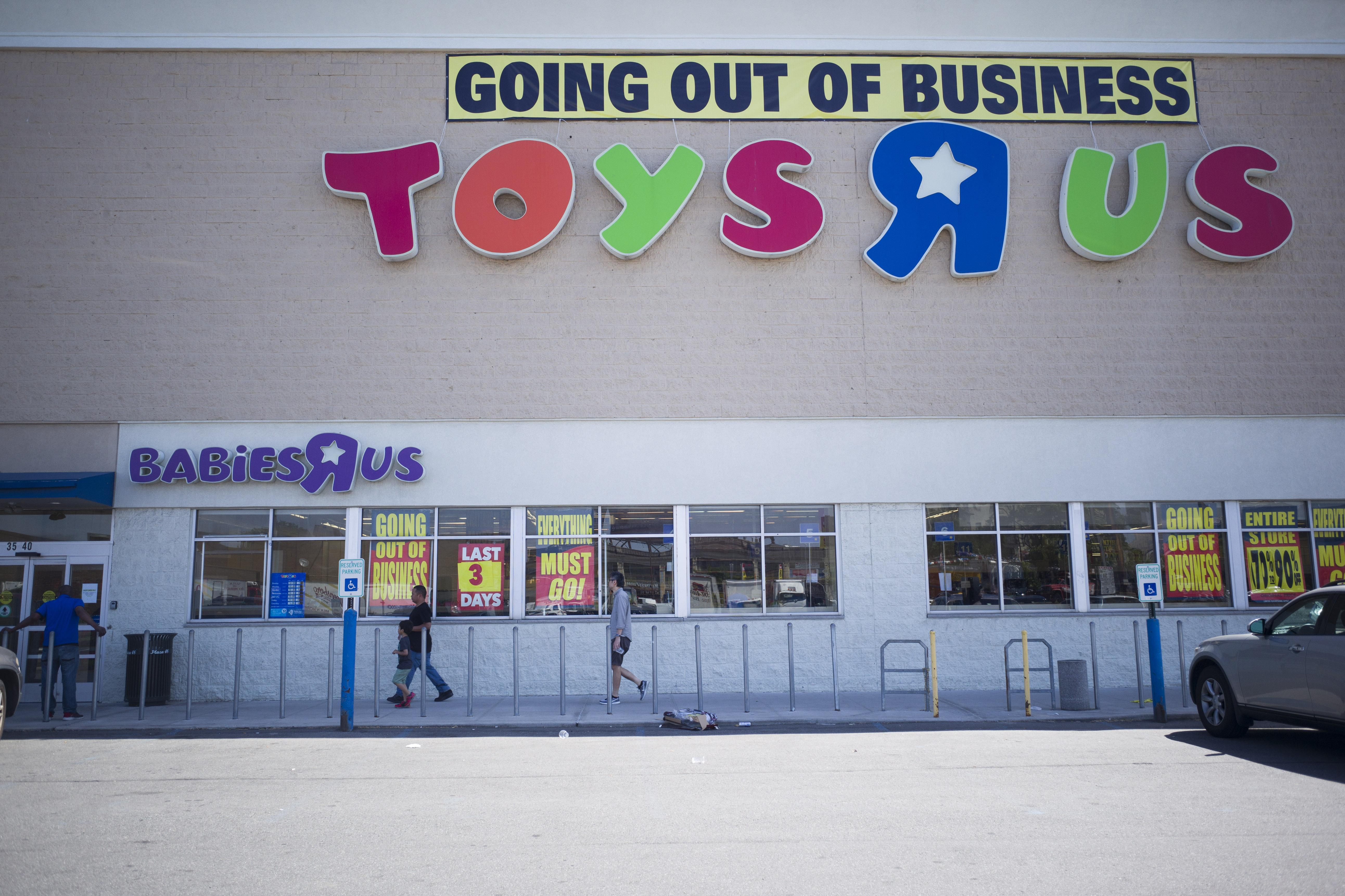 Toys 'R' Us To Close All Its US Stores