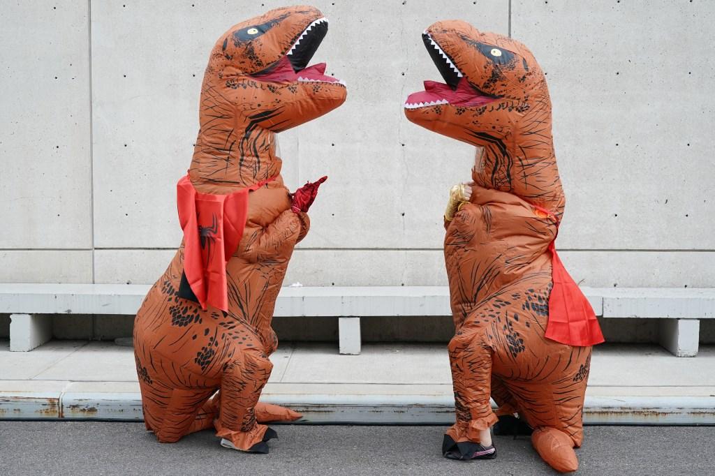 halloween-costumes-dinosaurs