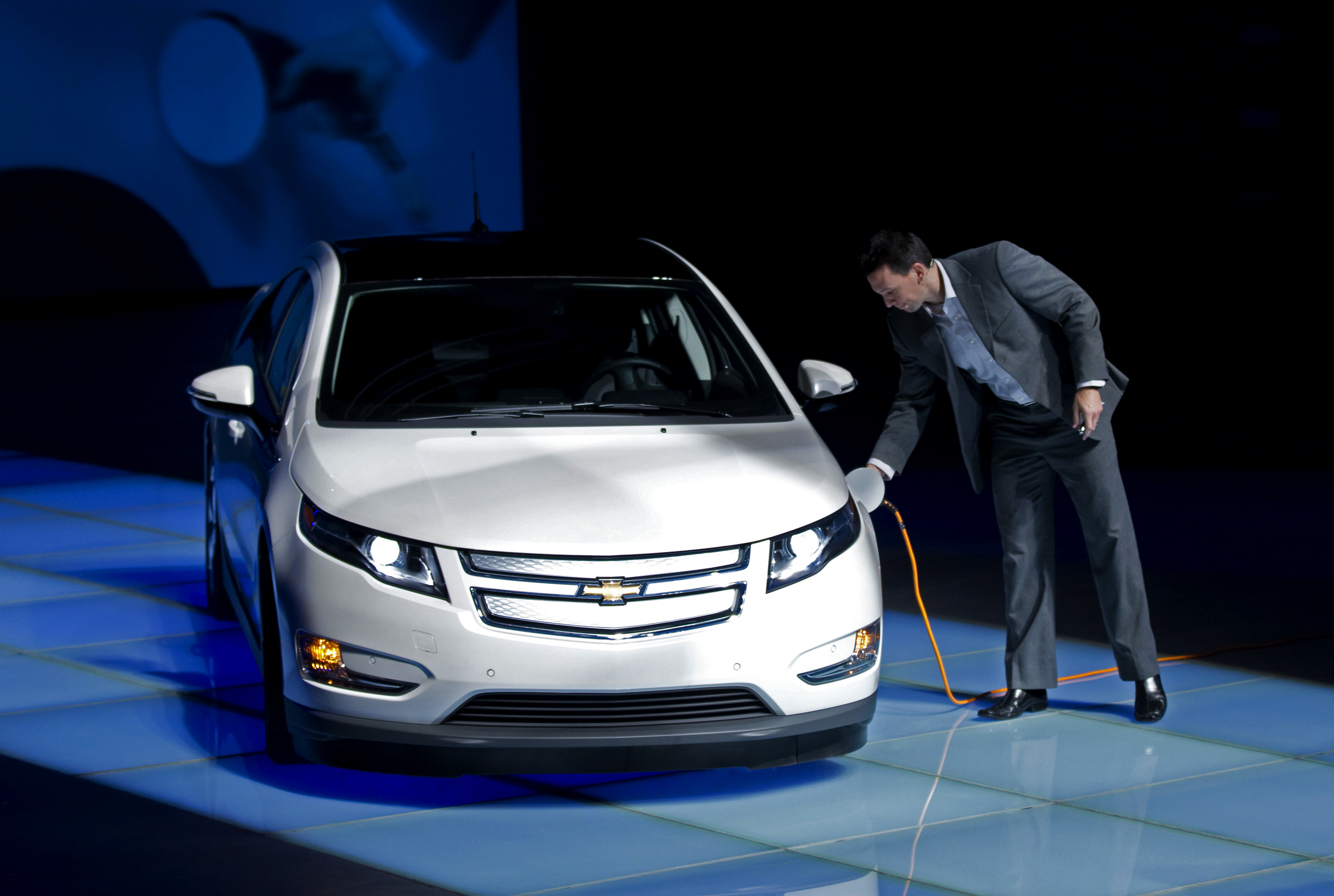 GM Delivers Two Volts To Shanghai Expo Bureau