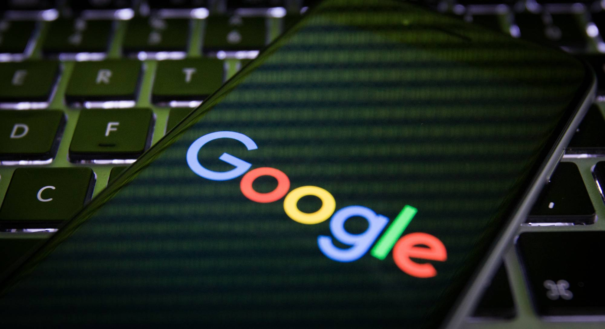 Russia wants to penalize Google for failing to remove certain links in search results.