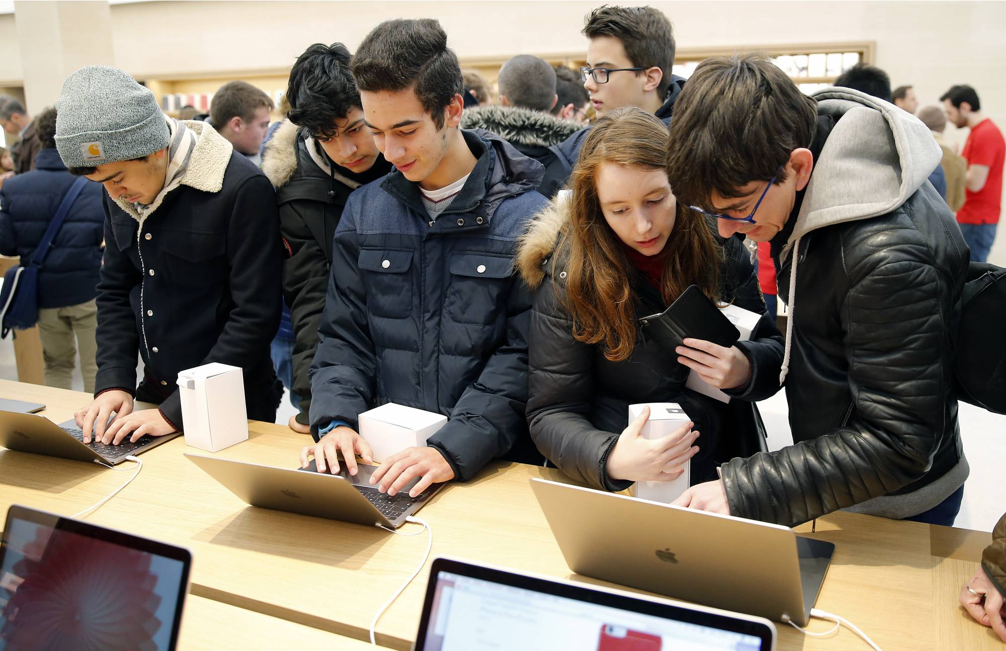 Apple Store Saint Germain Opens To Public In Paris