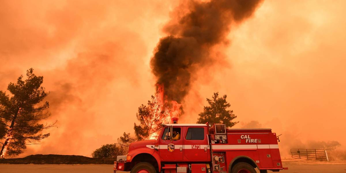 California Fires: Wildfires Map for Camp, Woolsey, Hill