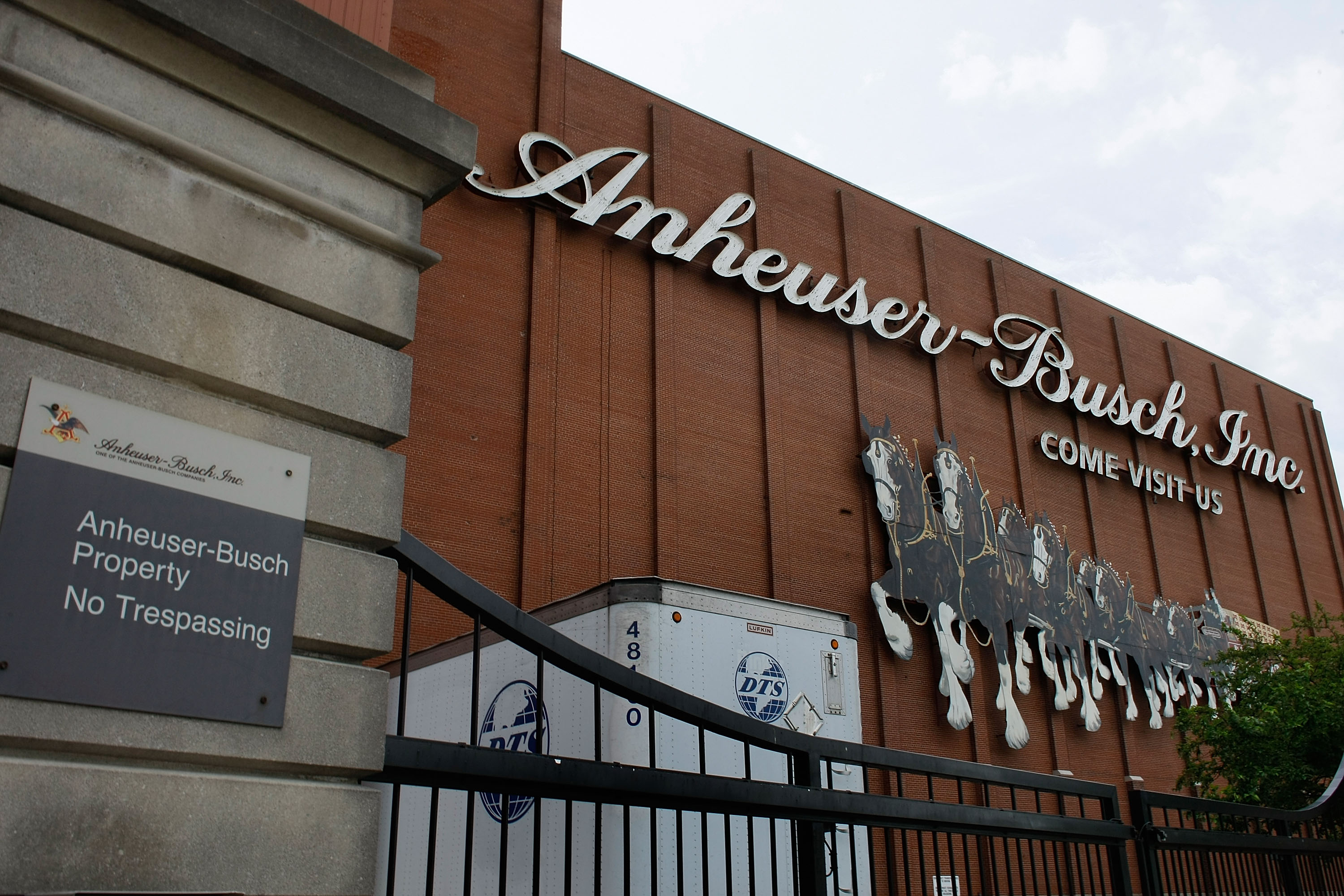 Anheuser-Busch Plans To Reject InBev Takeover Bid