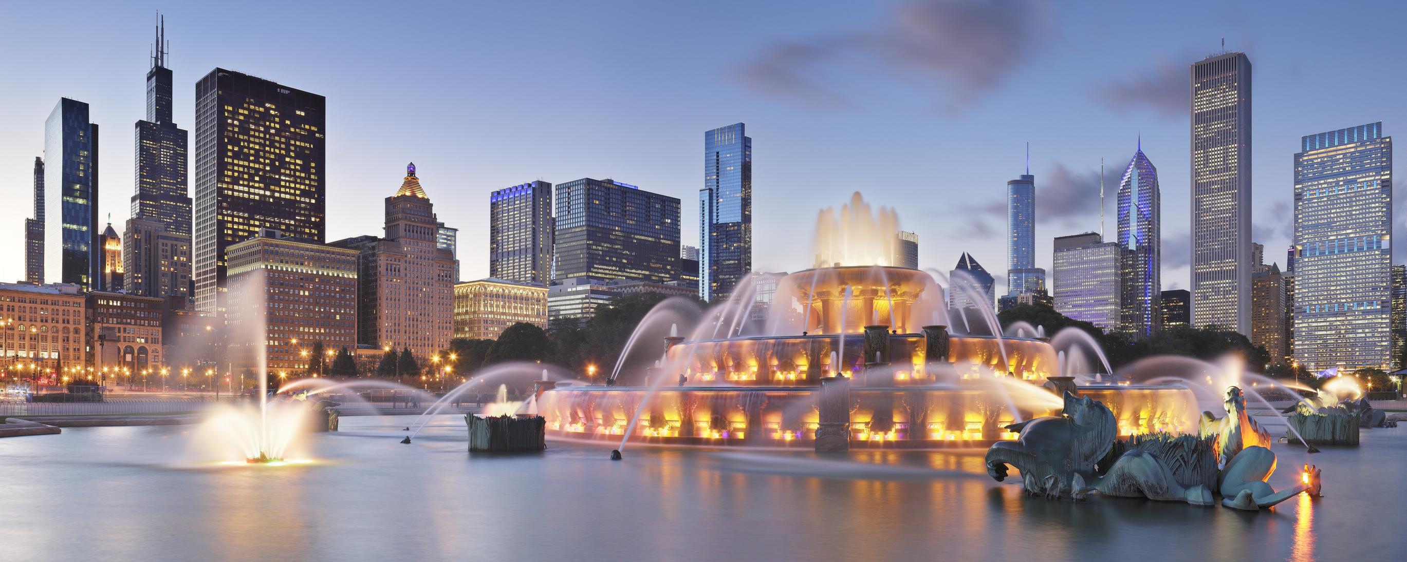 Buckingham Fountain + Skyline at Night - Chicago
