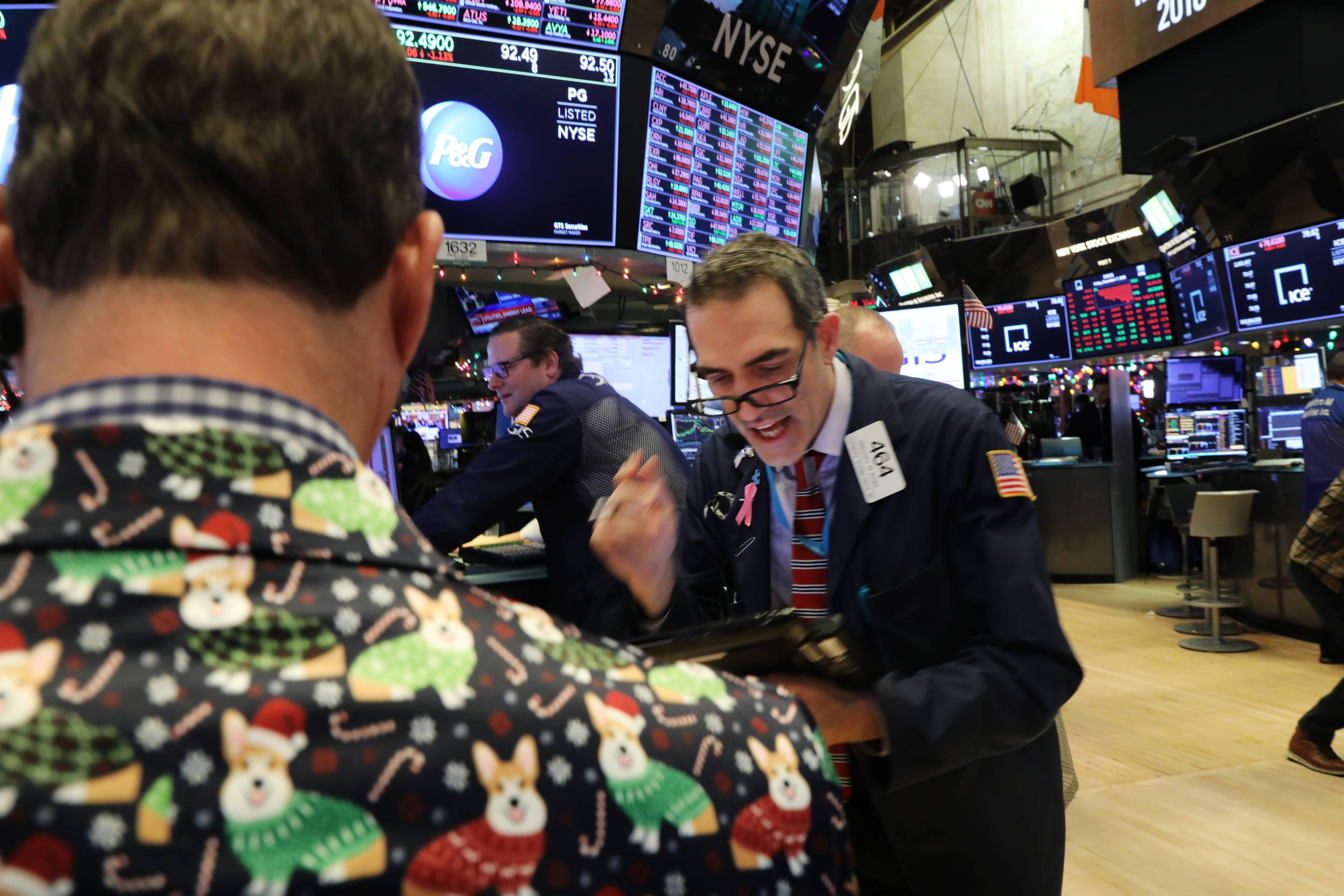 Stocks Dive Over 500 Points Over Continued Fears Of Trade War