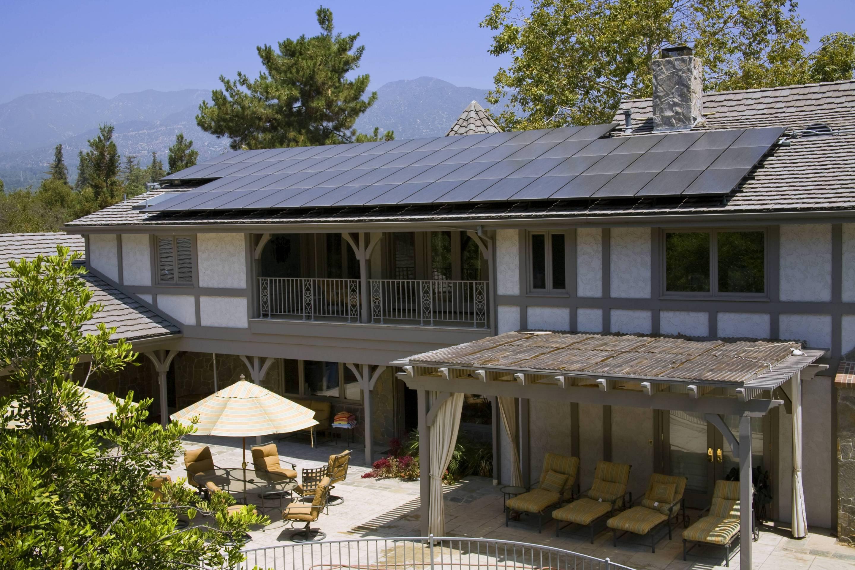 Residential home with solar array on roof. La Cavada, Los Angeles. By 2020, solar panels will be required for all new homes in California.