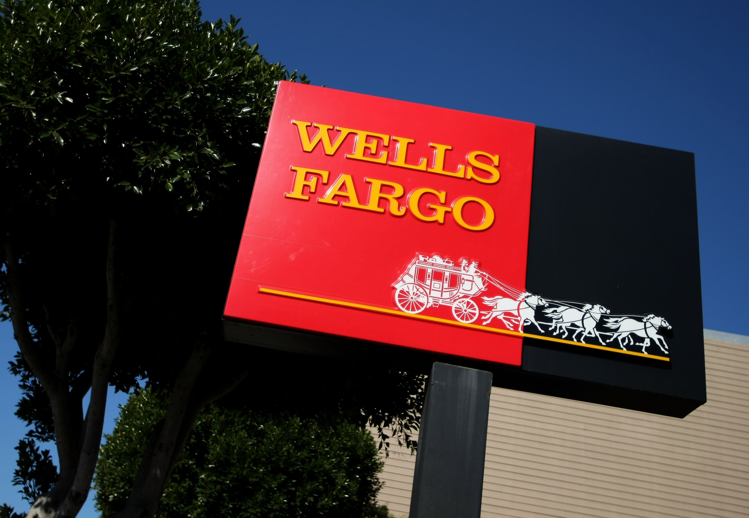 Wells Fargo Reports 11 Percent Drop In Quarterly Earnings
