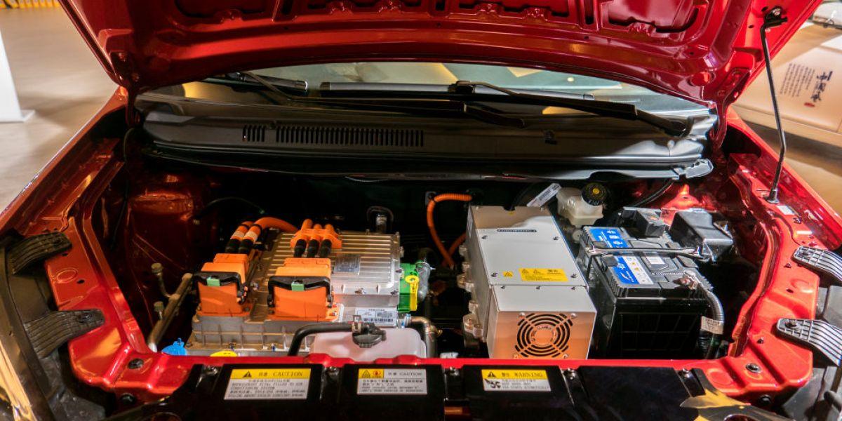 Warren Buffett-Backed Electric Car Maker BYD Plans IPO for Battery