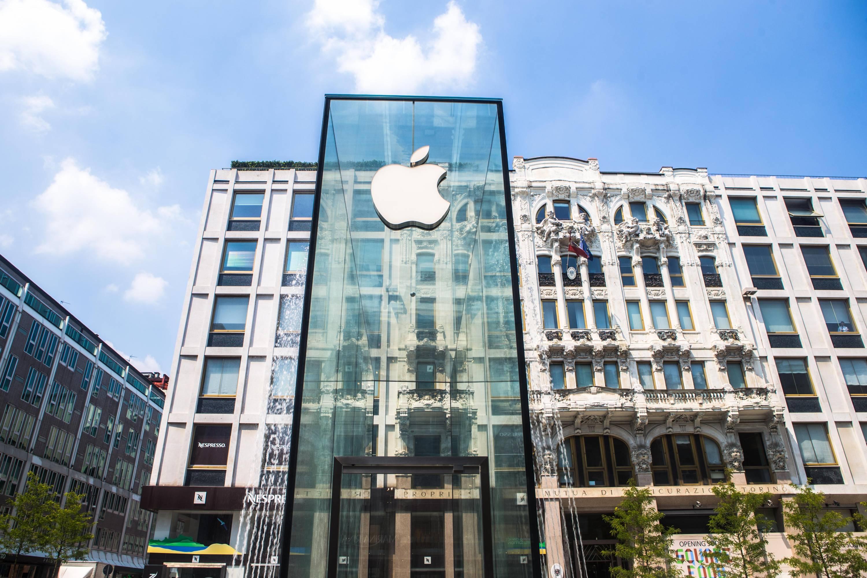 Apple Is Forced To Cut Revenue Estimates