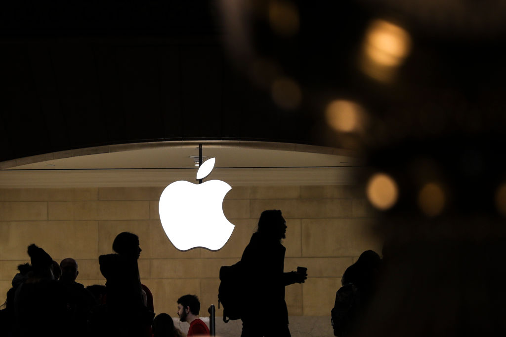 Apple's Warning On Revenue Forecast Sends Markets Down