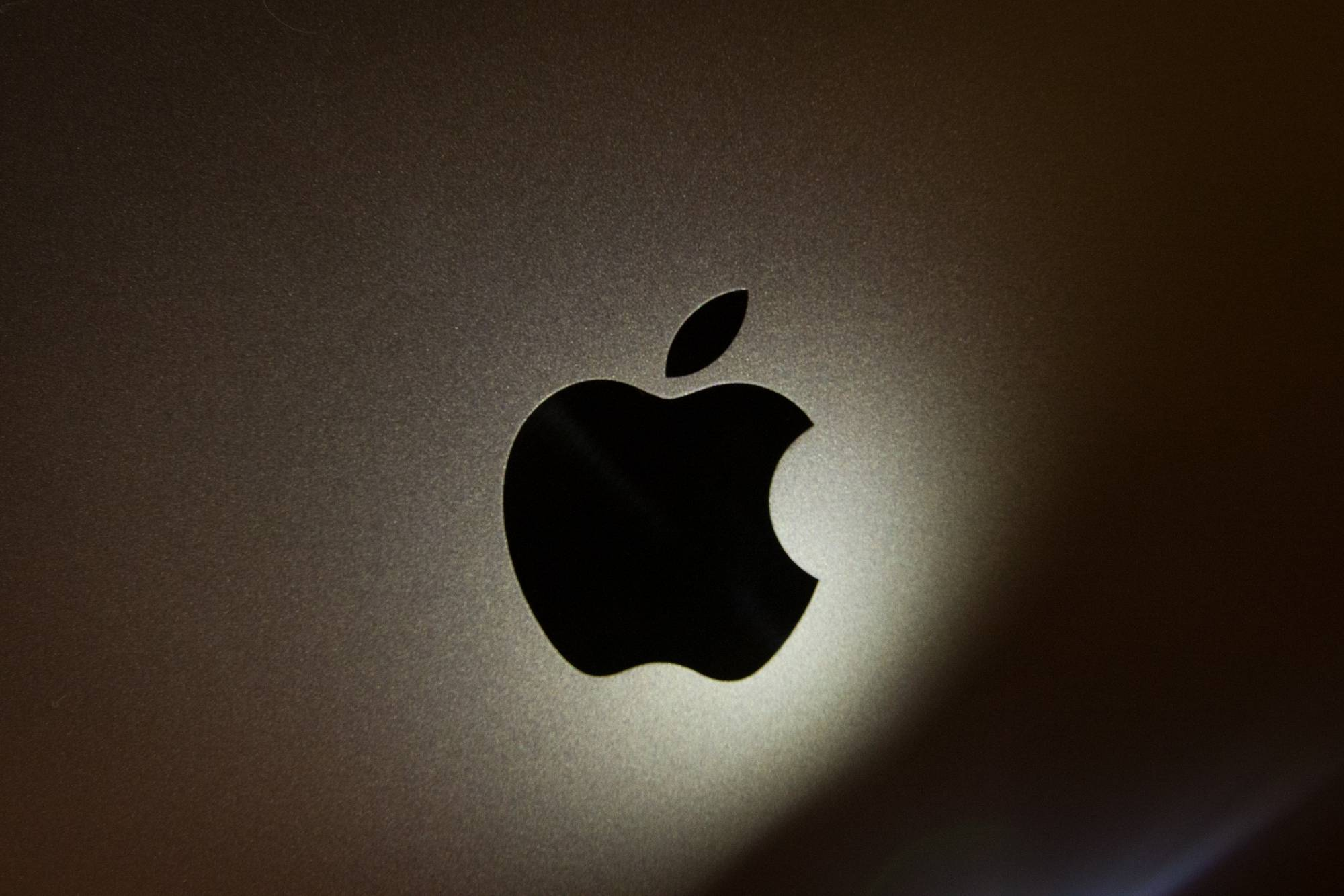 Researchers discover Apple mac malware that affects cryptocurrency exchanges.