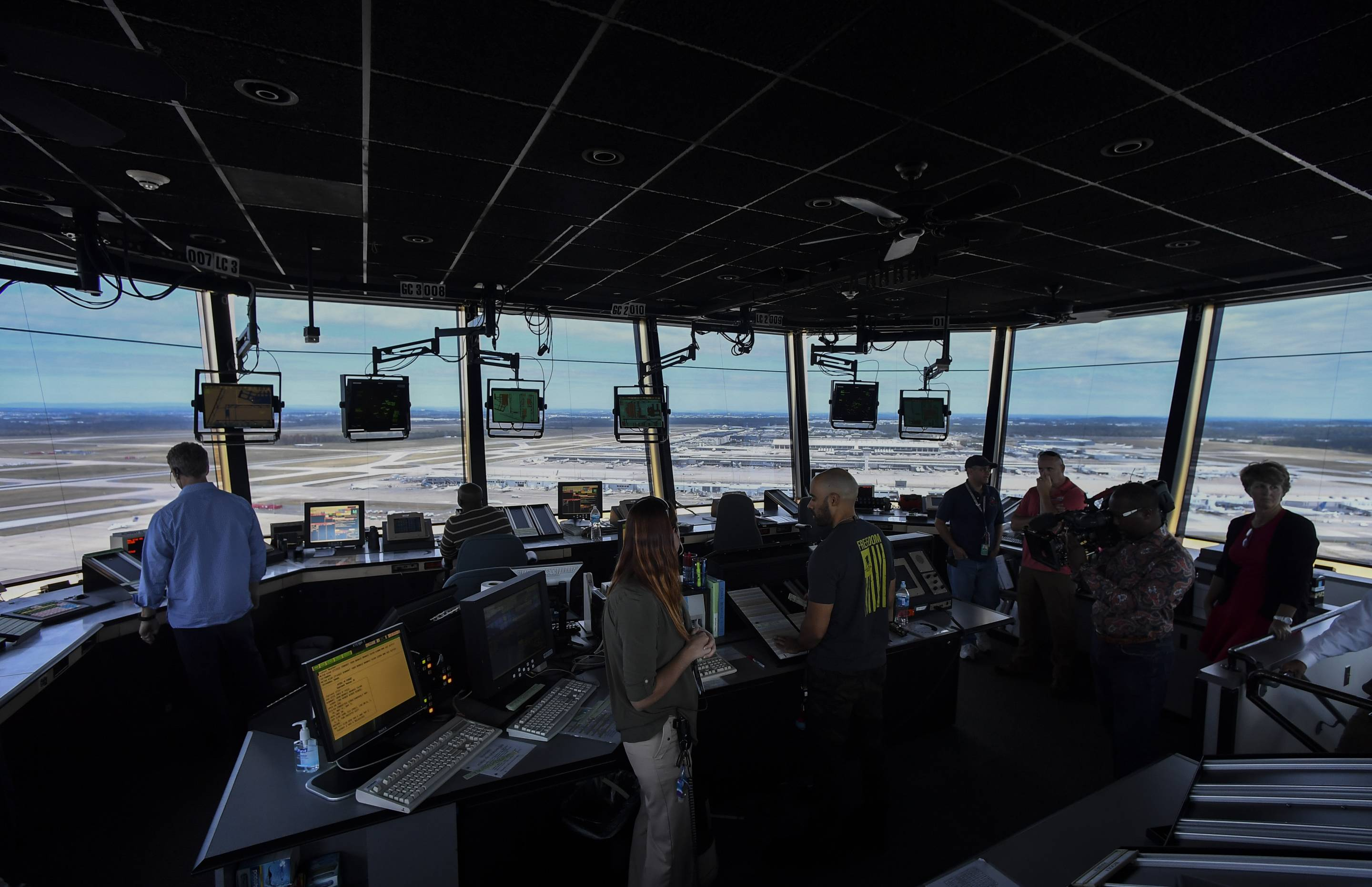 DULLES, VA - SEPTEMBER 27: The scene in the air traffic control