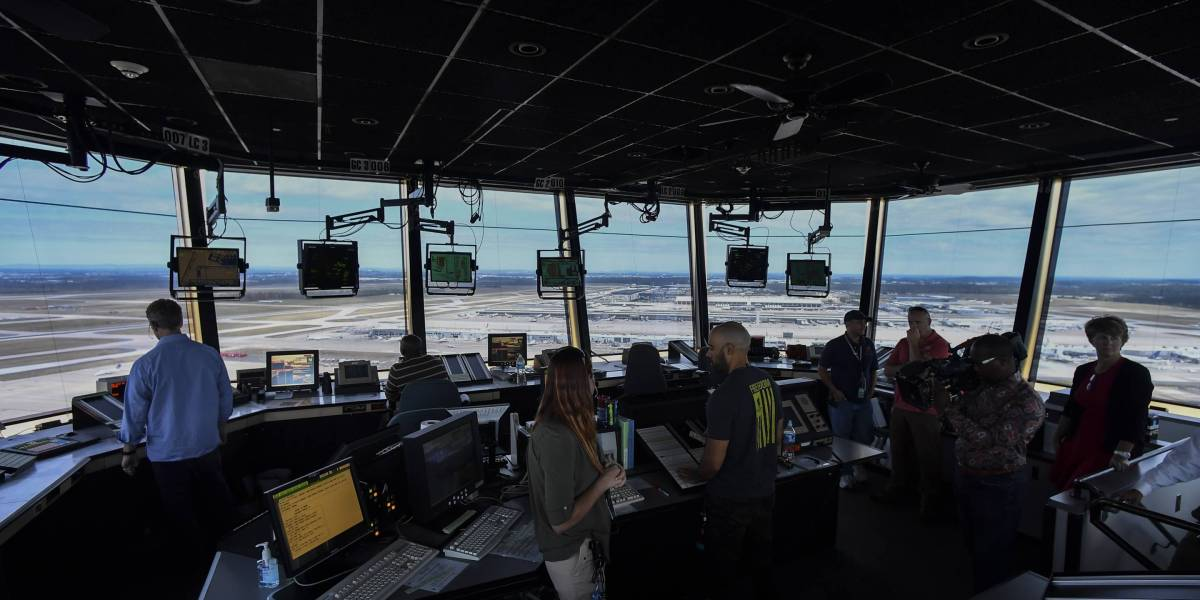 Air Traffic Controllers, Pilots, Flight Attendants Issue Scary Warning About Air Safety