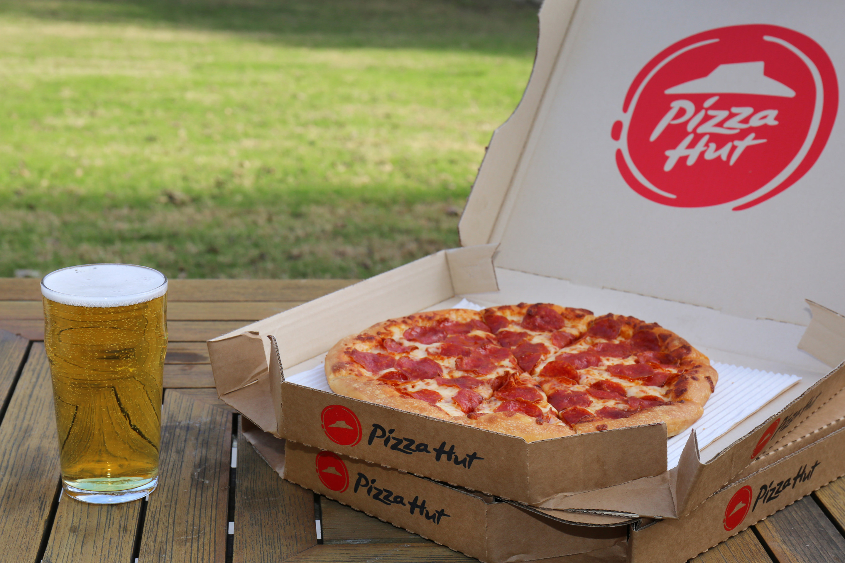 Pizza Hut expands beer delivery just in time for Super Bowl LIII.