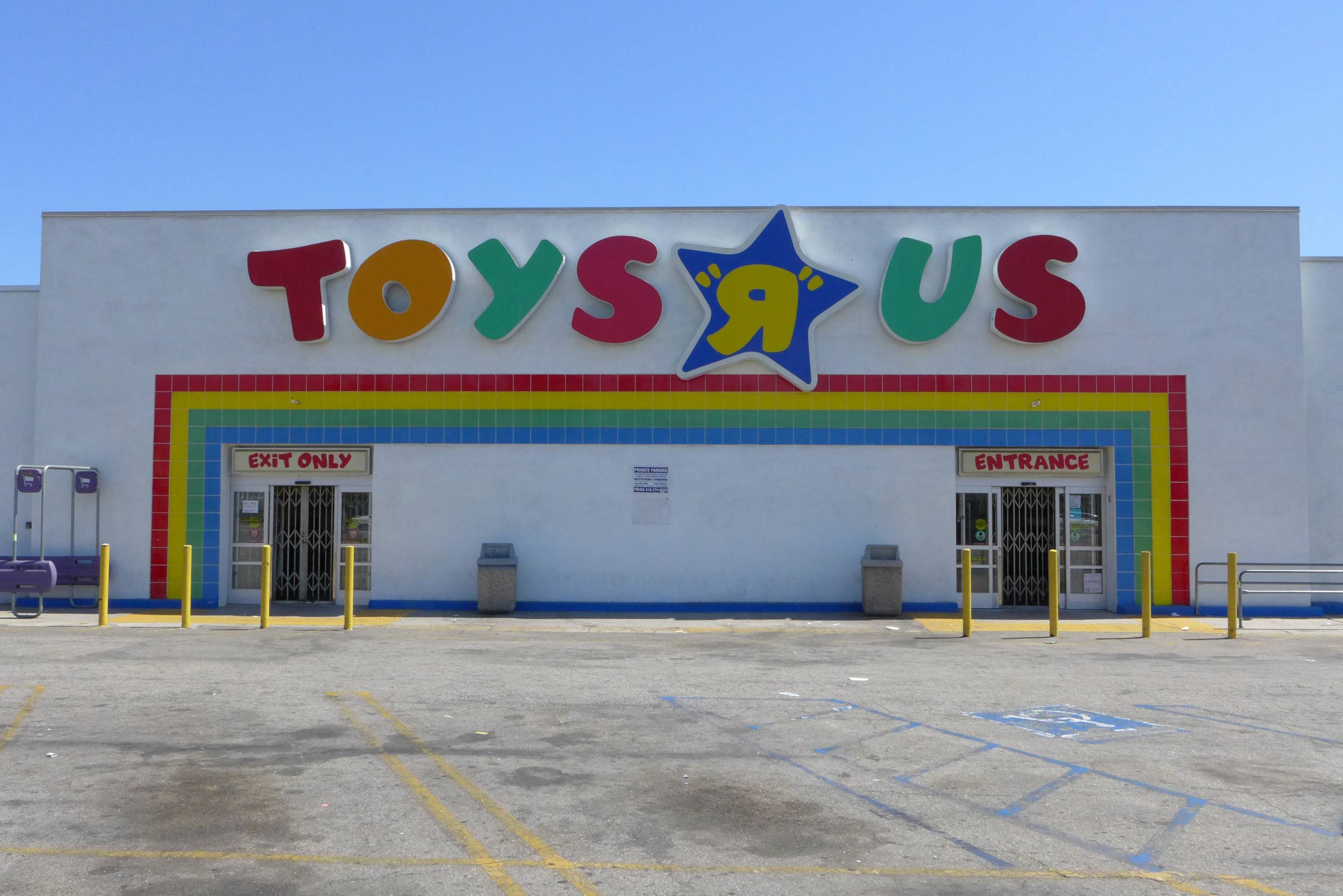 Toys R Us Goes Out Of Business