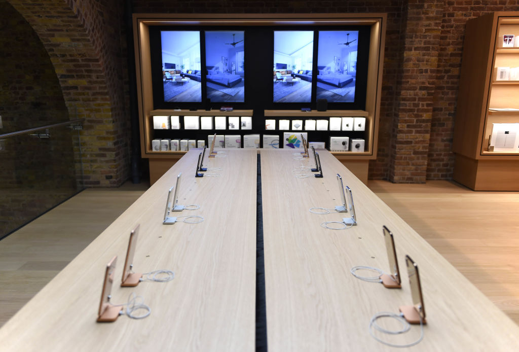 Apple Covent Garden Re-opening And iPhone XR Launch
