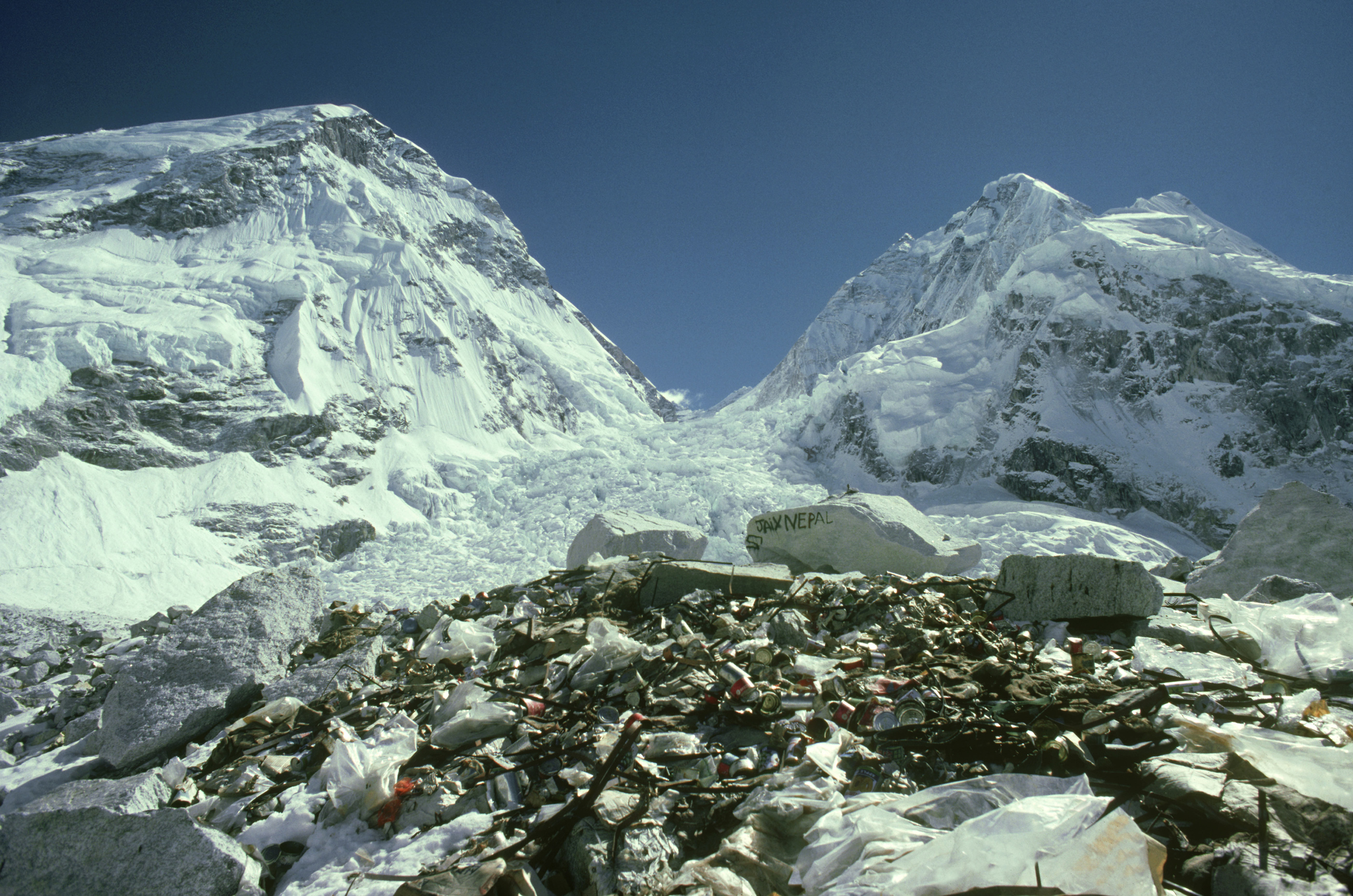 rubbish left by expeditions: 17,500   everest base camp  nepal