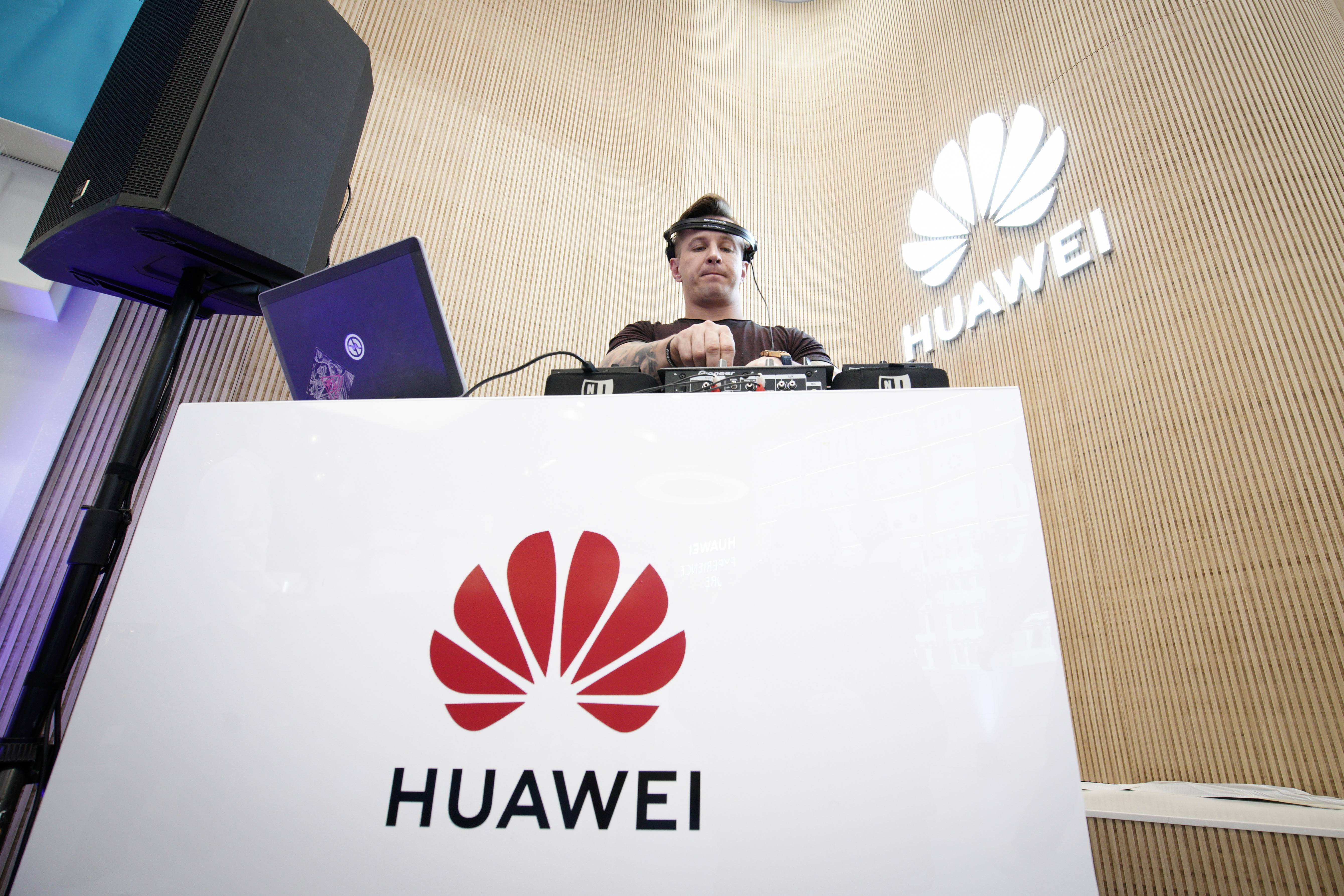 Huawei Promotes New Flagship Phone