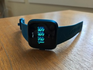 the fitbit versa lite smartwatch