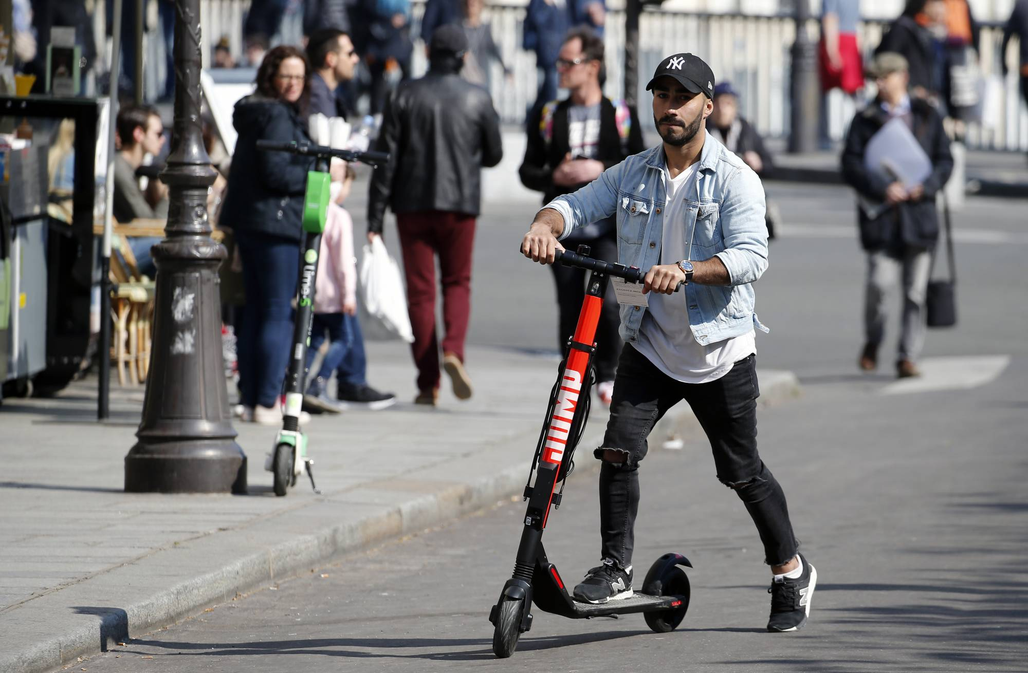 "Uber Group Launches ""Jump"" : Electric Scooters And Bikes In Paris"