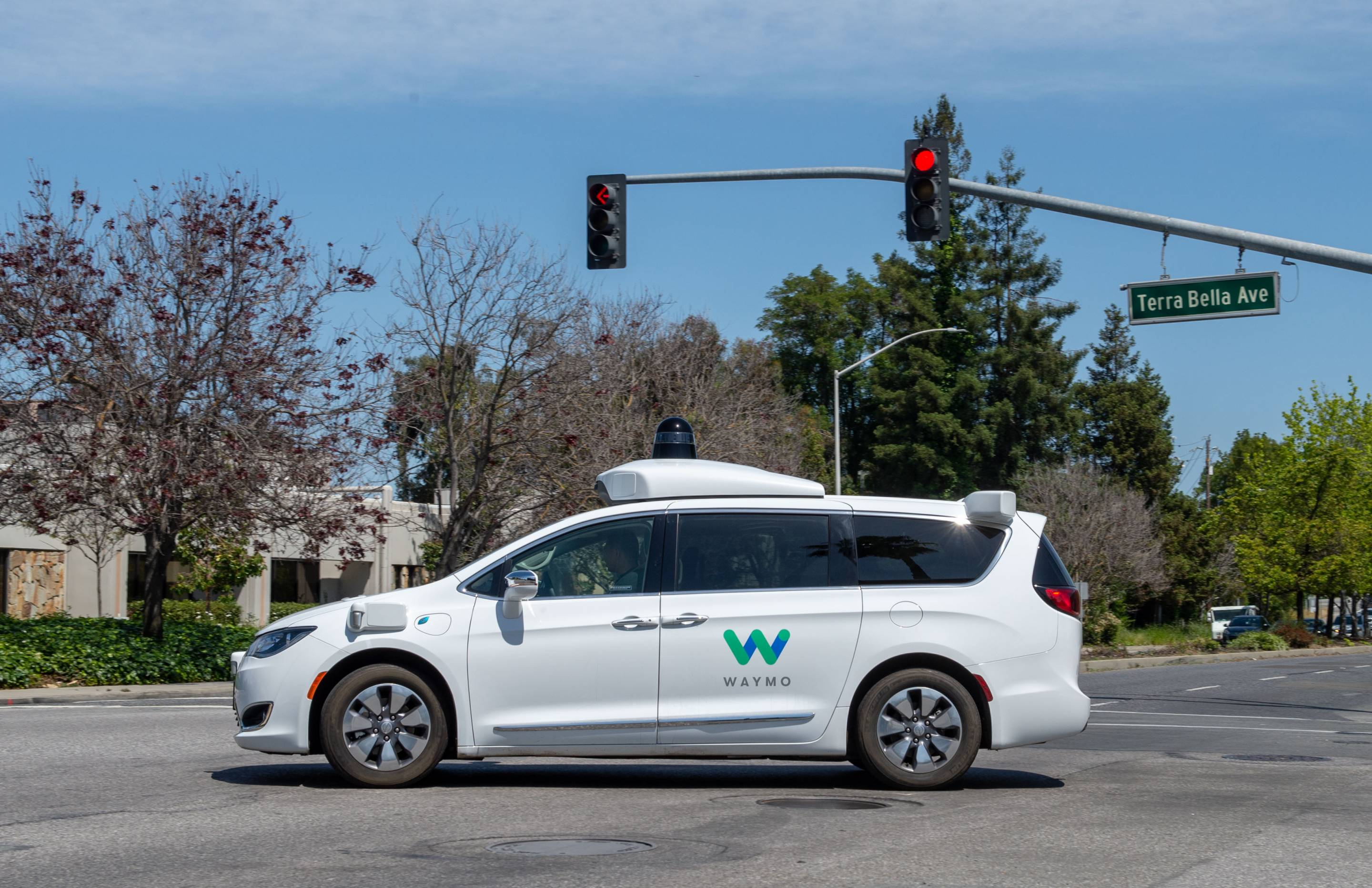 Self-propelled car from Google sister company Waymo