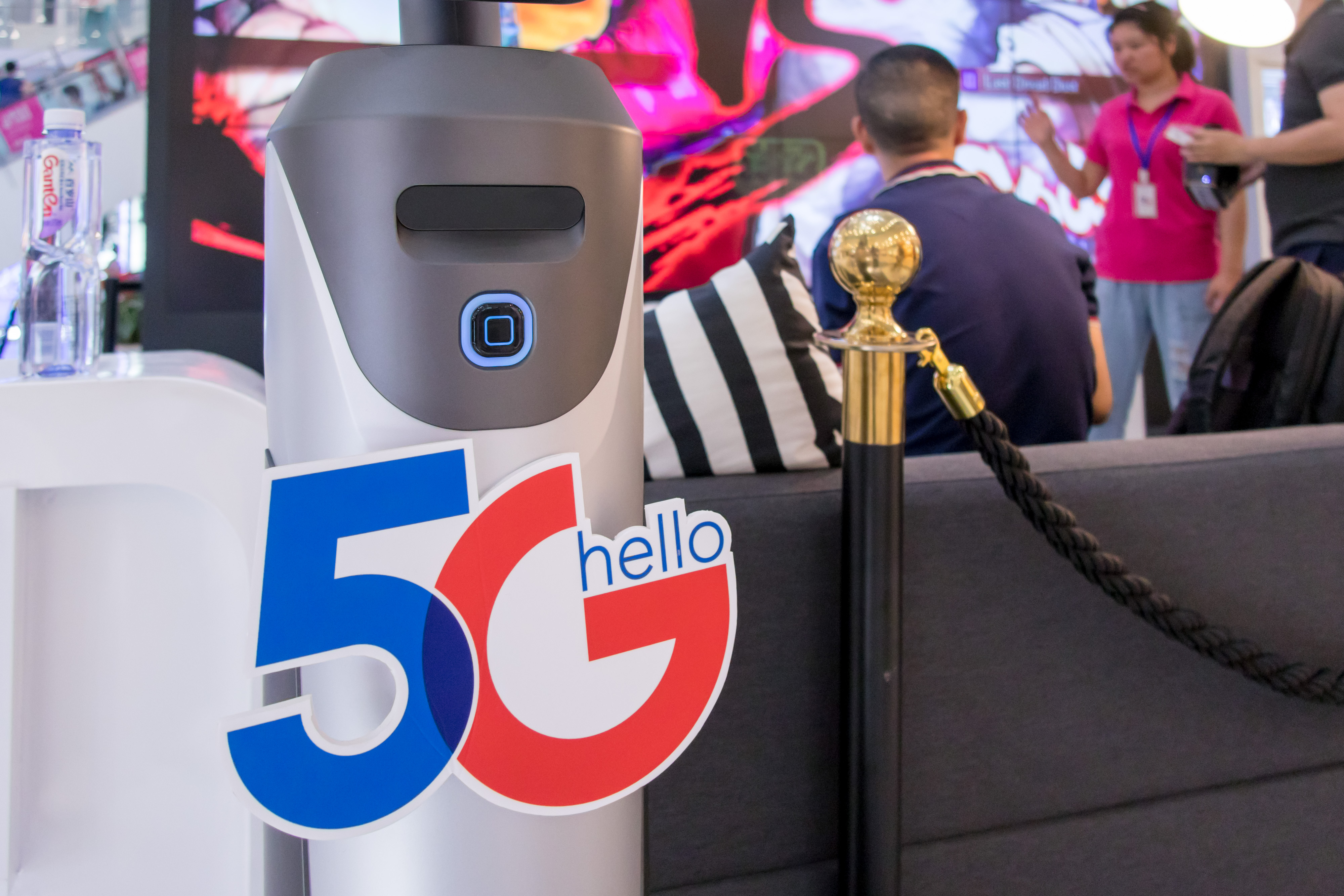 Citizens Experience 5G Network At A Mall In Shanghai