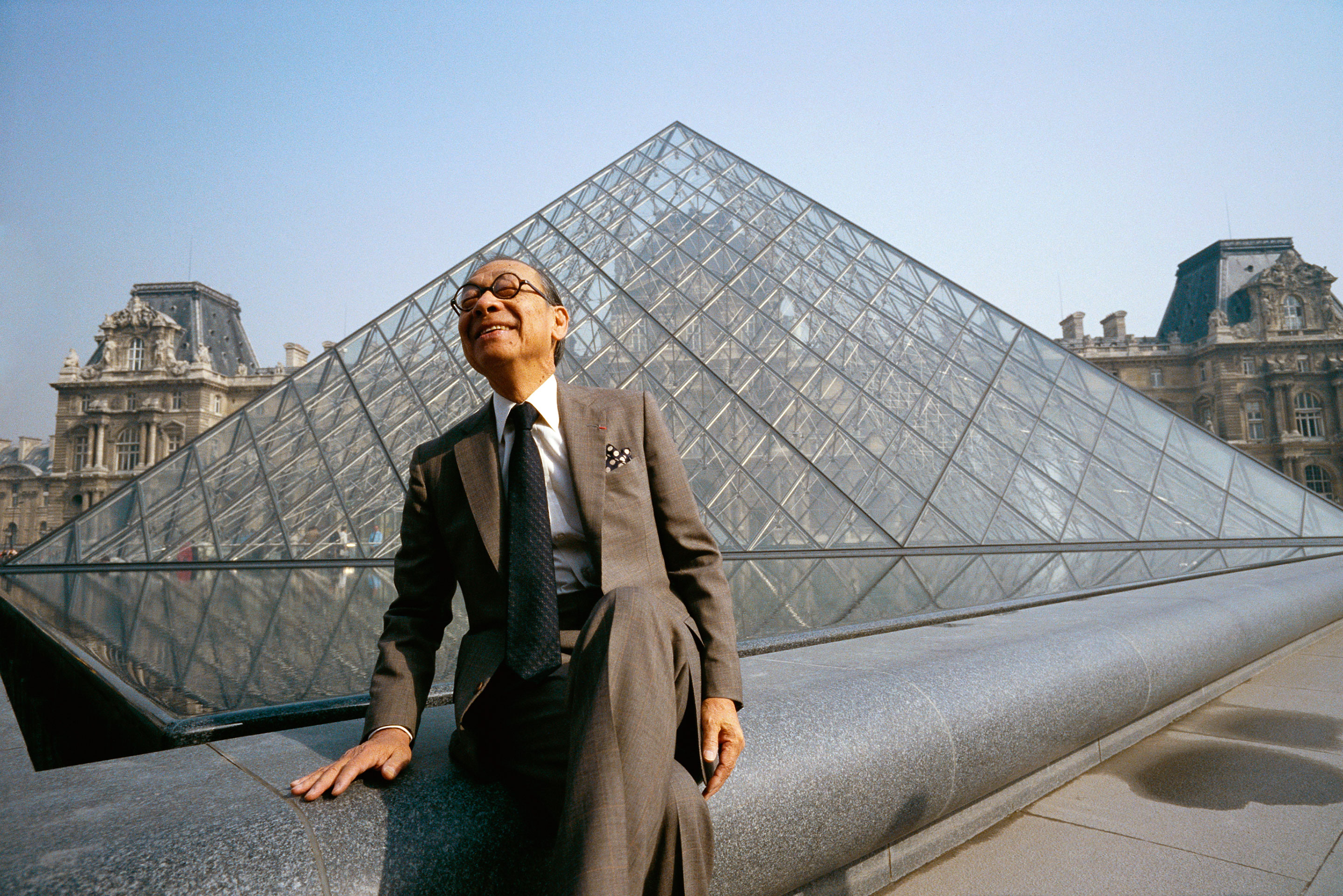 I.M. Pei-architect-buidings-louvre pyramid-01