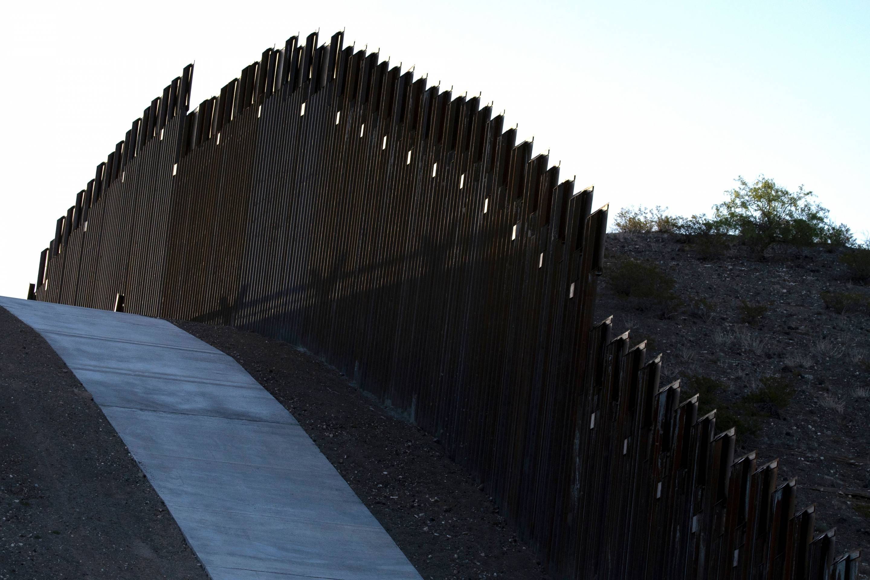 US-MEXICO-BORDER-WALL-MIGRATION