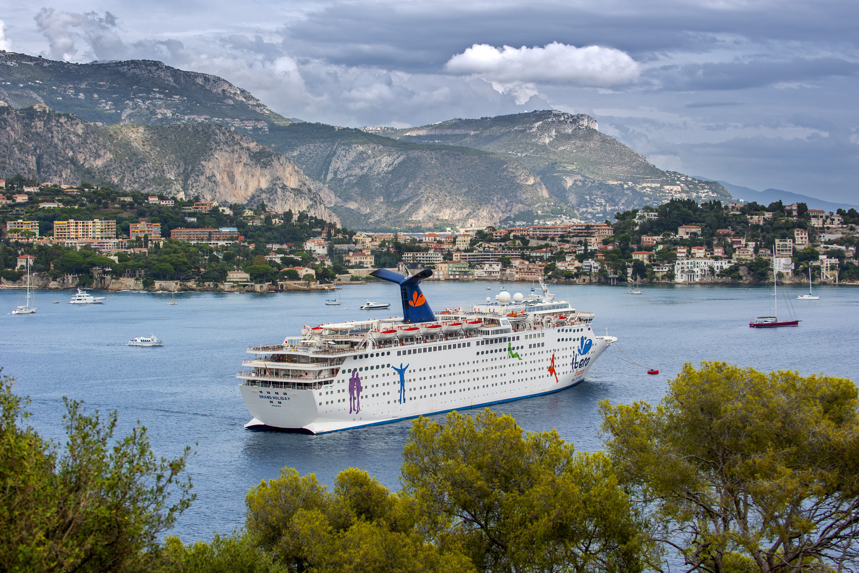 carnival cruise ship europe-ms grand holiday