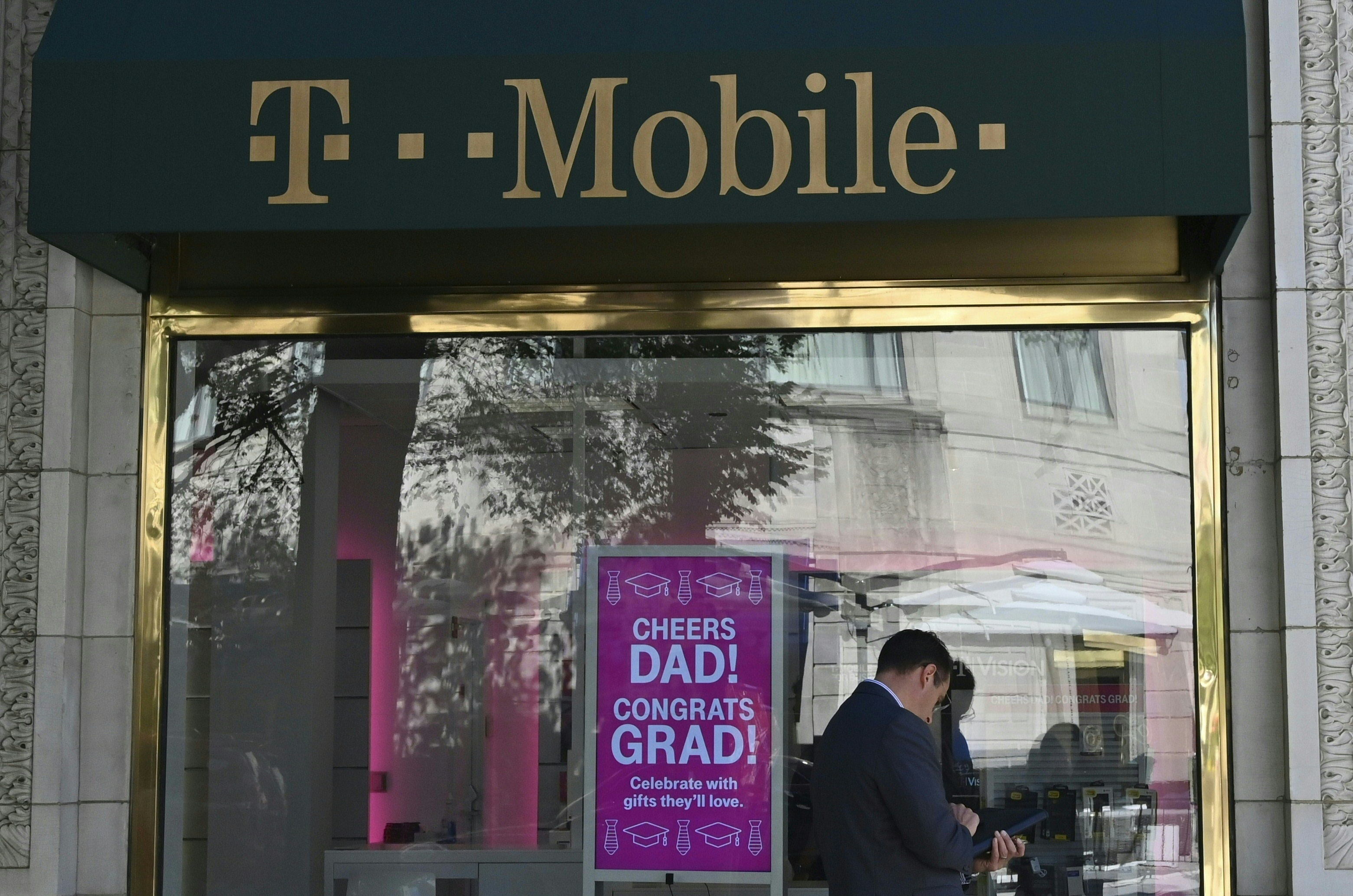 US-TELECOMMUNICATIONS-T-MOBILE