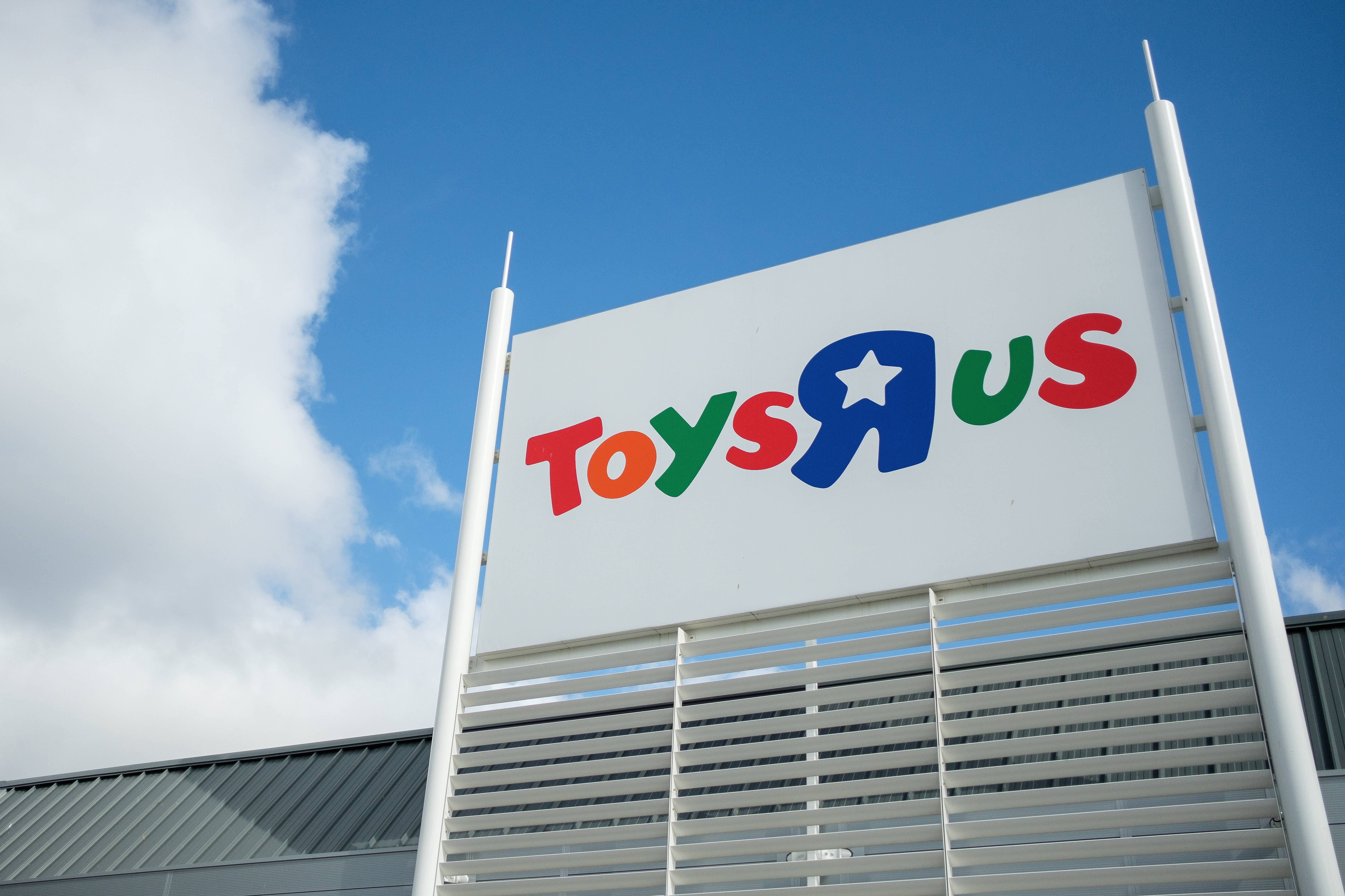 Toys R Us Reopening Yep It S Coming Back Opening Stores In 2019 Fortune