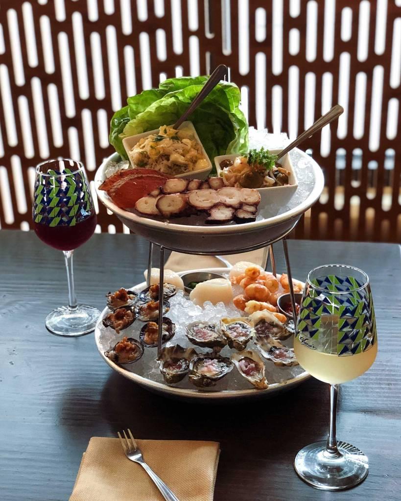 Seattle-Restaurants-Vinnie's-Raw-Bar-Oysters-Wine