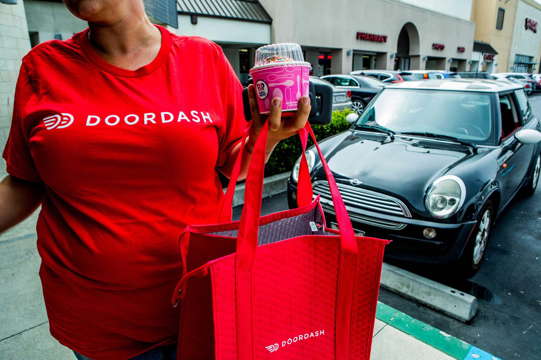 A DoorDash driver leaves Baskin Robbins