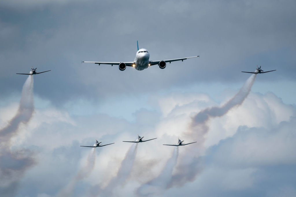 Airbus A320 flies with plane escorts at Bray Air Display