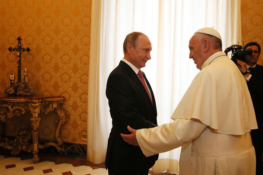 Vladimir Putin meets Pope Francis in 2015