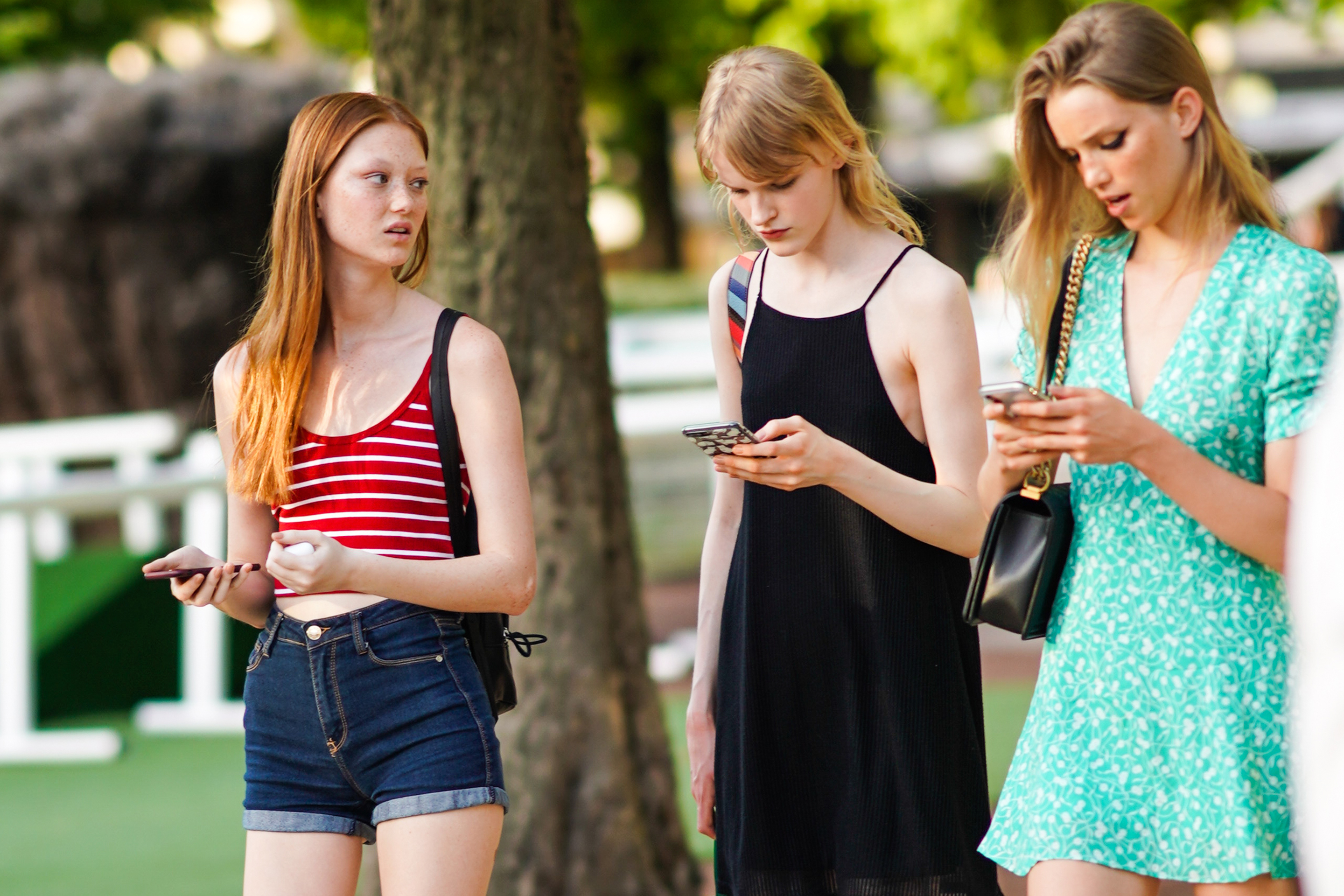 social media phone teens group