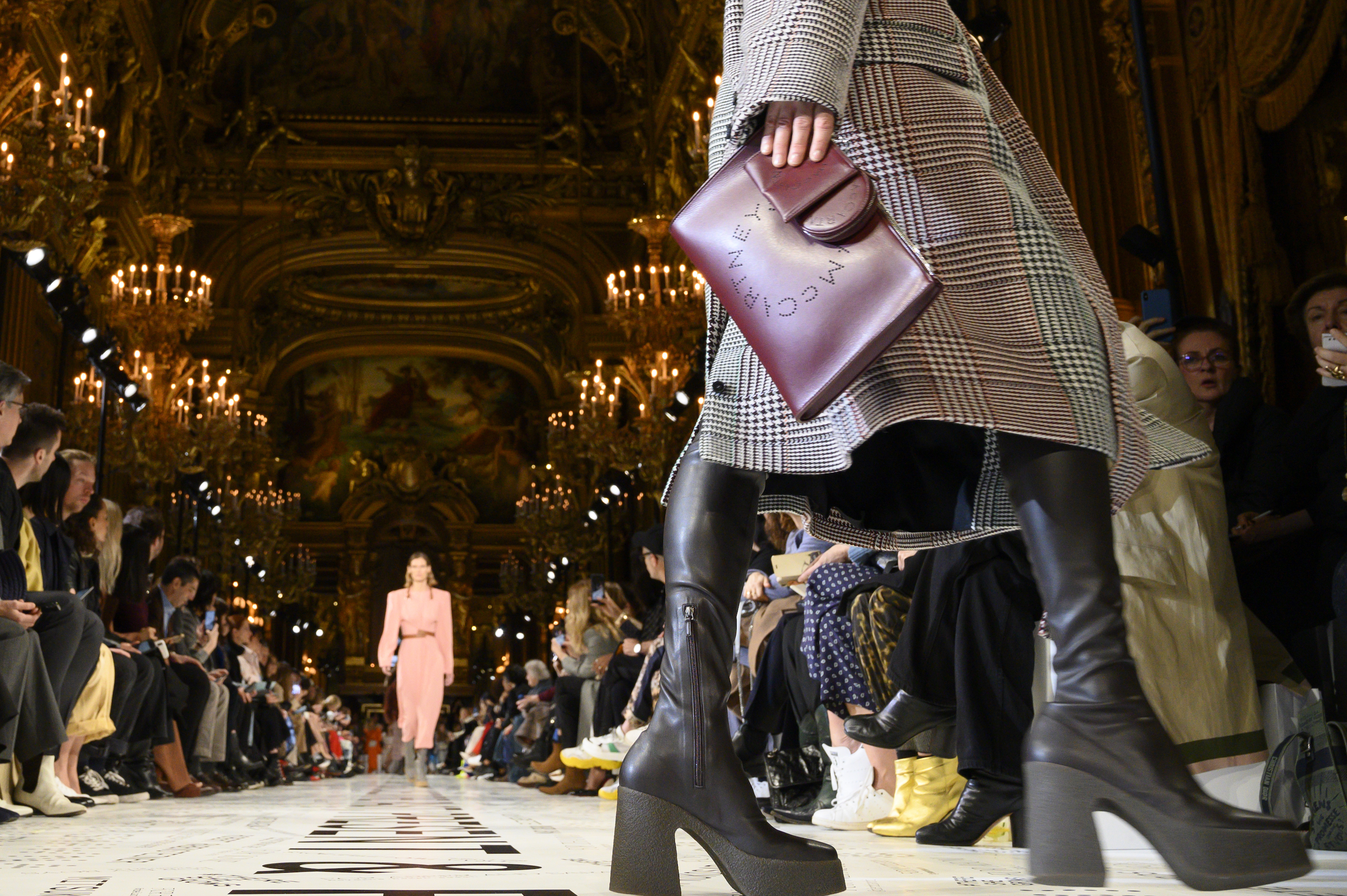 Stella McCartney : Runway - Paris Fashion Week Womenswear Fall/Winter 2019/2020