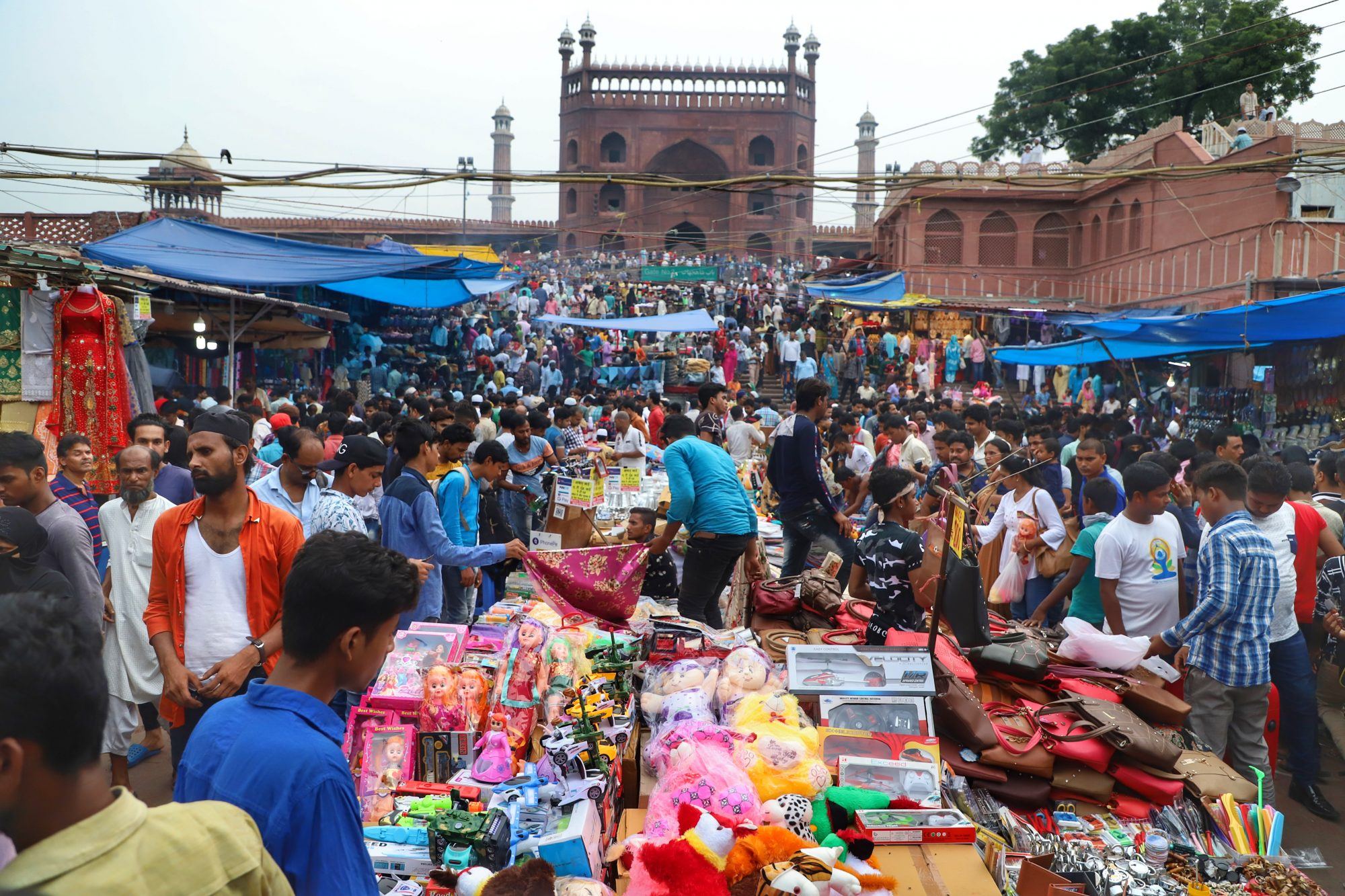 sunday market in old delhi