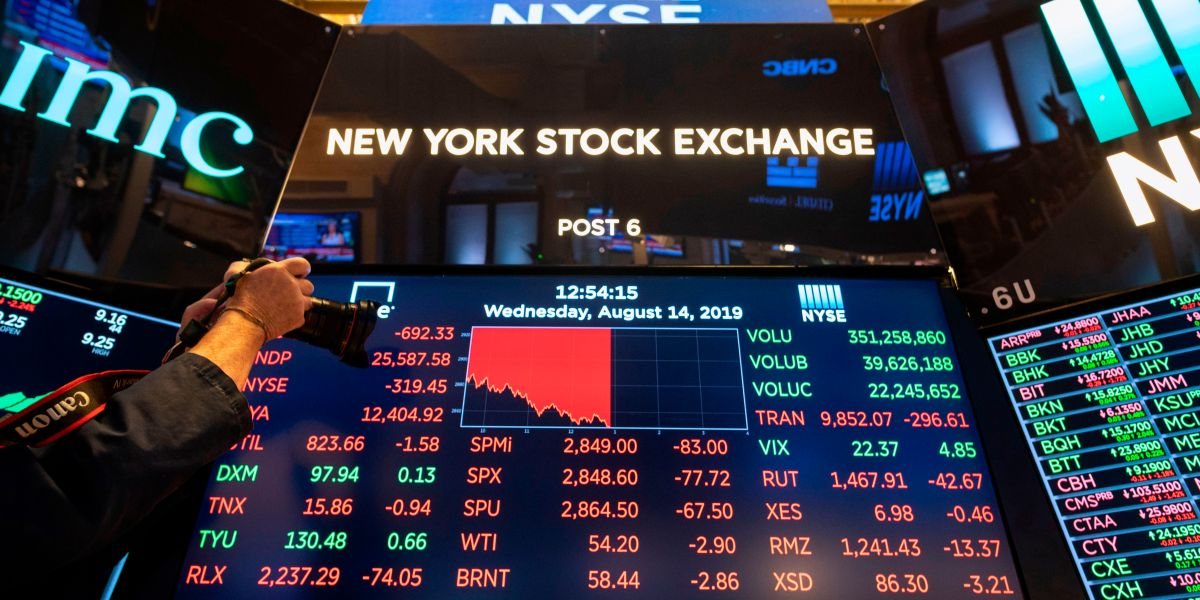Stocks Fall Sharply After Bond Market Warns of Recession