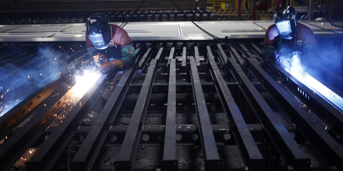 U.S. Manufacturing Sector Shrinks for First Time Since 2009