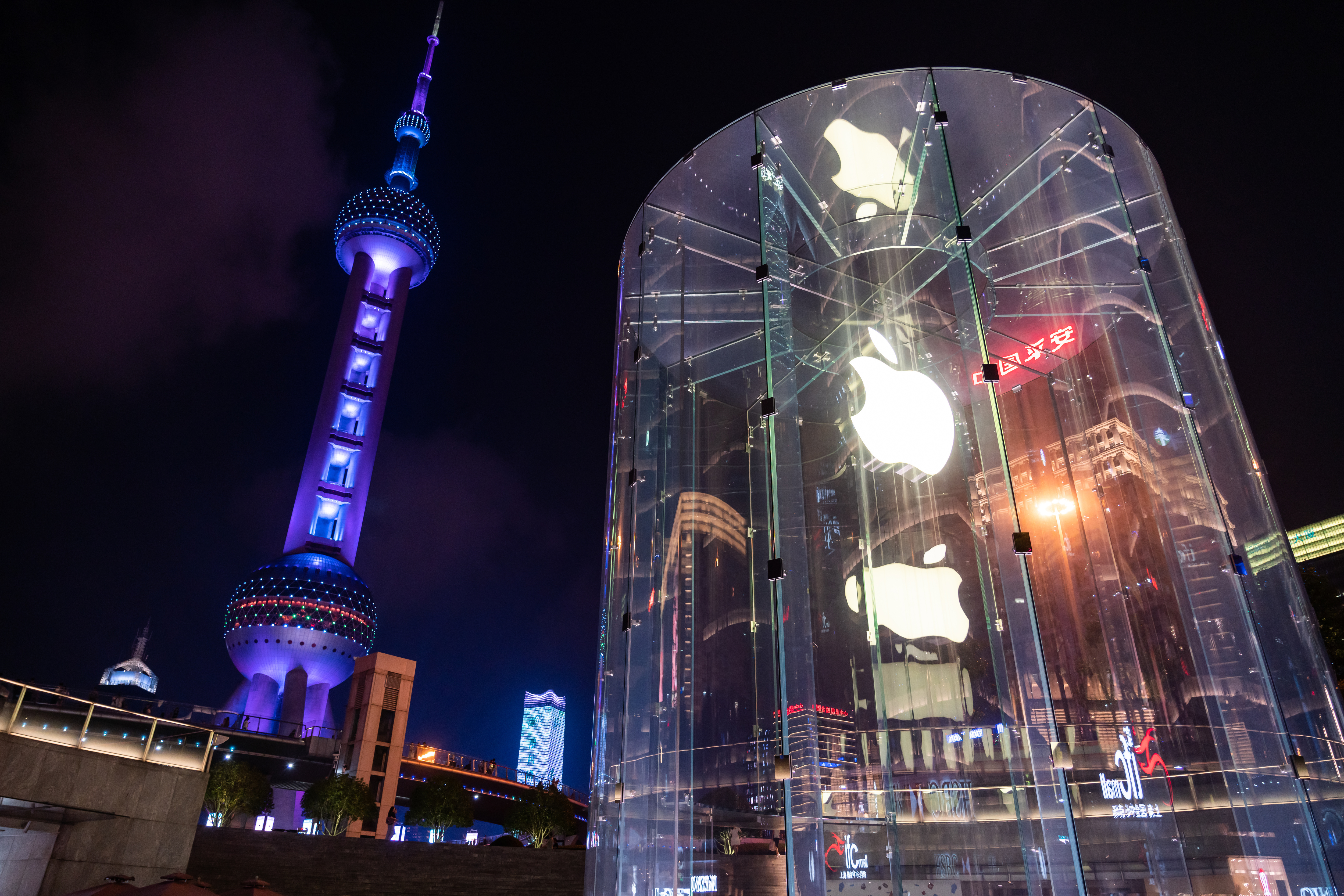 SHANGHAI, CHINA - 2019/09/08: American multinational technology company Apple store and logo seen in Shanghai with Oriental Pearl Tower in the background. (Photo by Alex Tai/SOPA Images/LightRocket via Getty Images)
