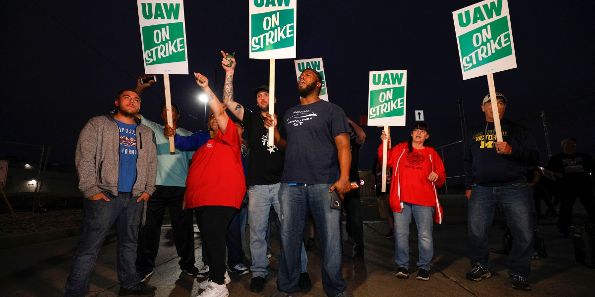 GM Strike Far From Ending as Stocks Plunge and Costs Mount