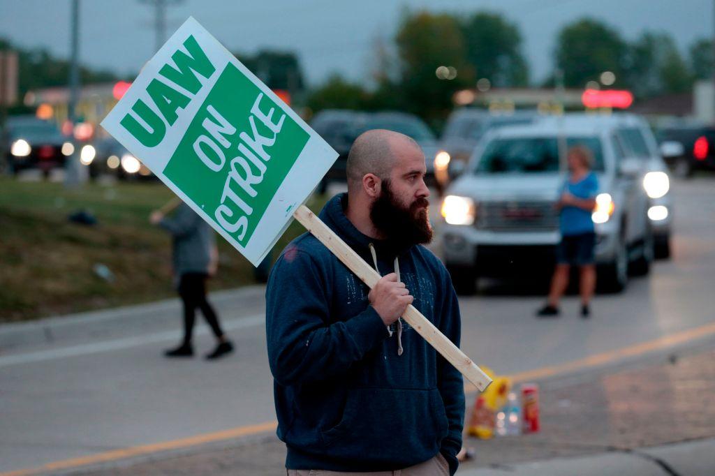 gm-strike-uaw-auto-workers