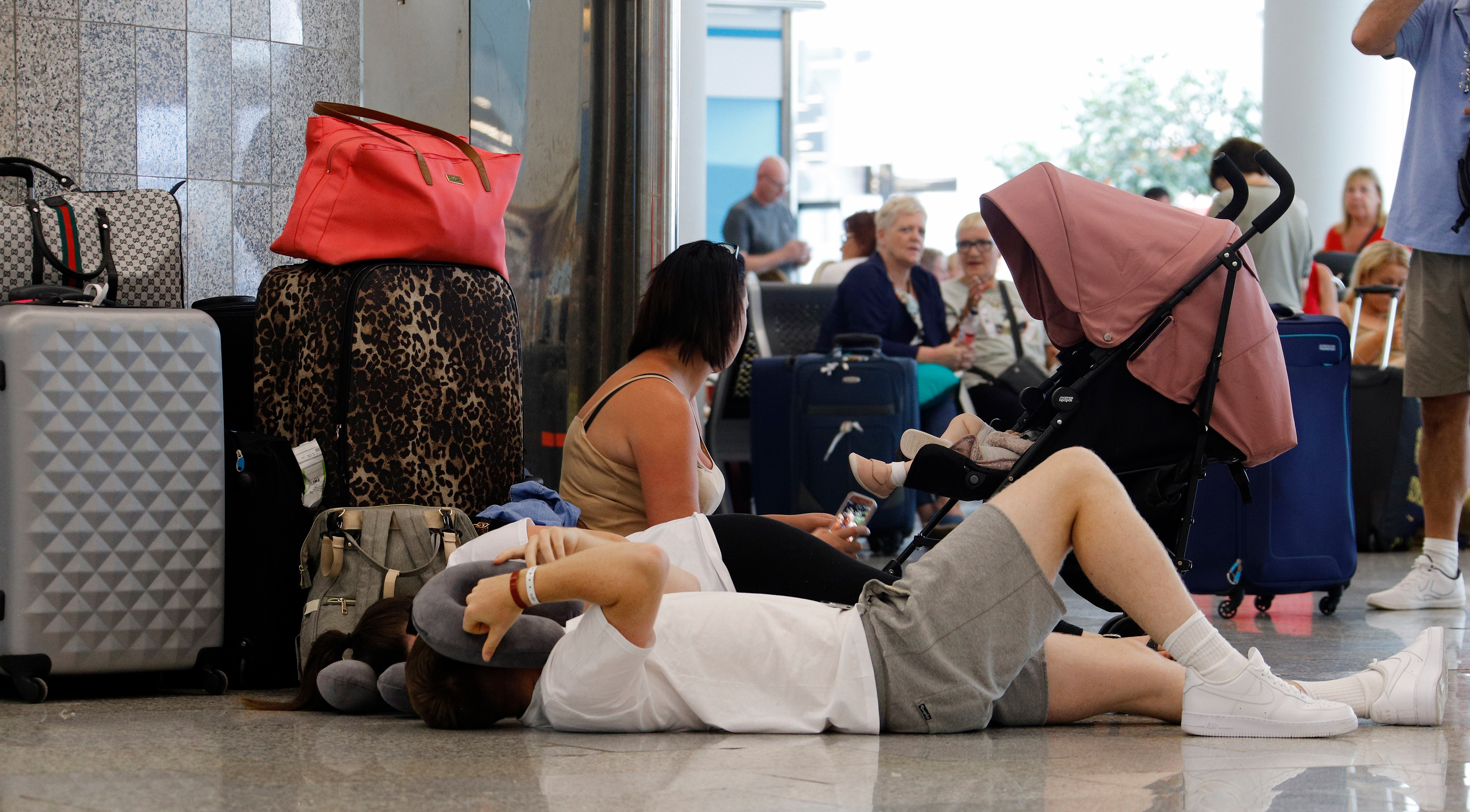 23 September 2019, Spain, Palma: On the day of the insolvency of the British travel group Thomas Cook, passengers wait at Palma de Mallorca Airport for their onward journey.