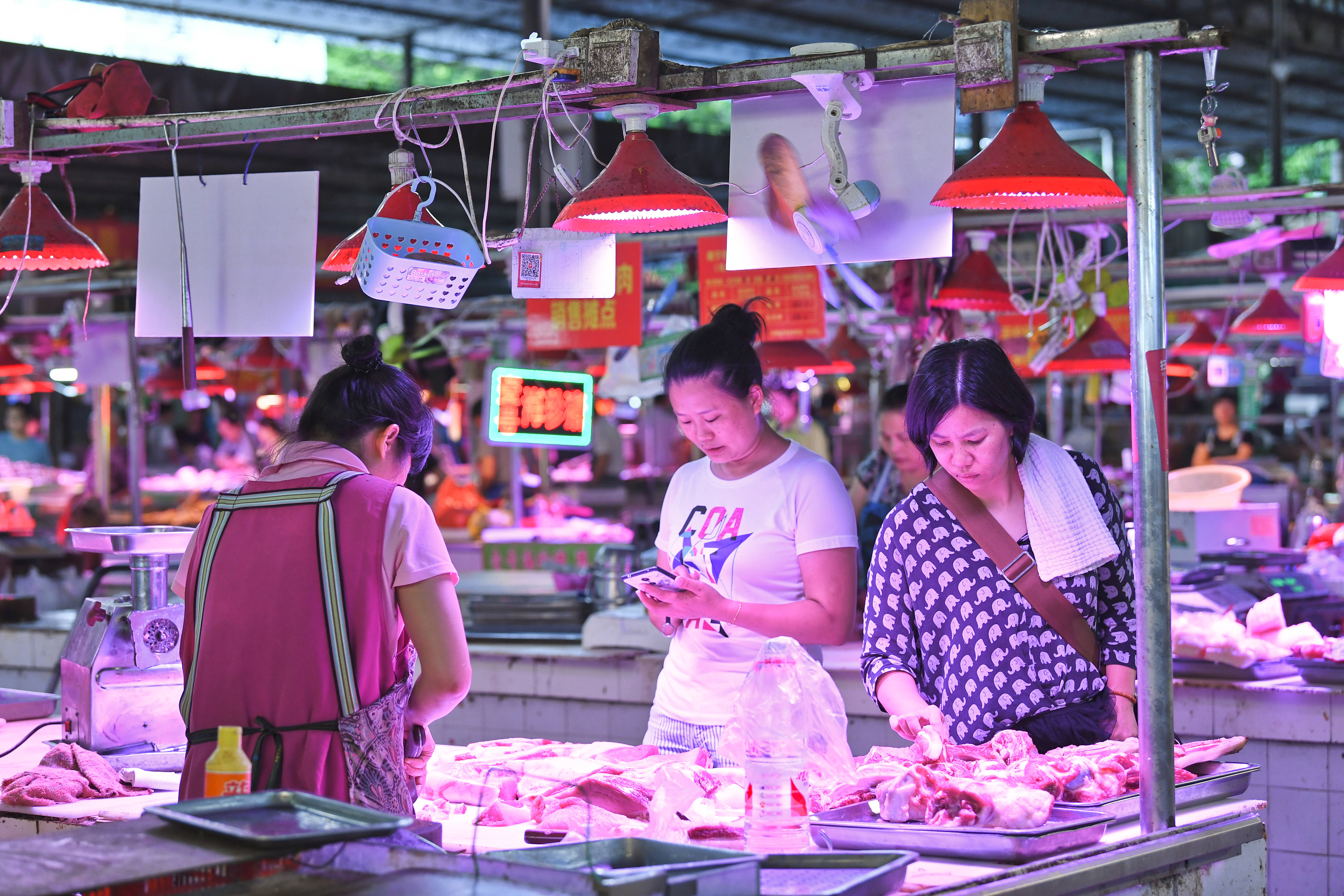 NANNING, CHINA - SEPTEMBER 03: Citizens purchase pork at a farm products market on September 3, 2019 in Nanning, Guangxi Zhuang Autonomous Region of China. (Photo by VCG/VCG via Getty Images)