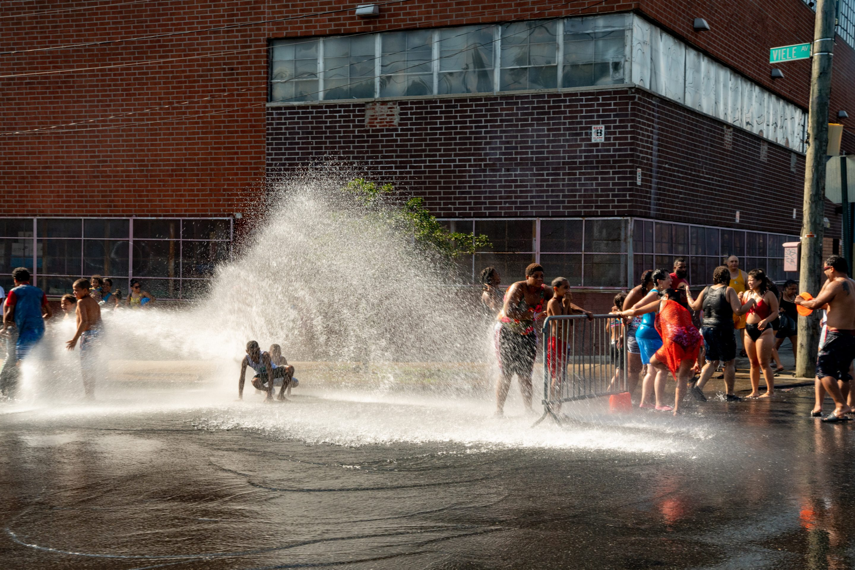 heat wave nyc hydrant people