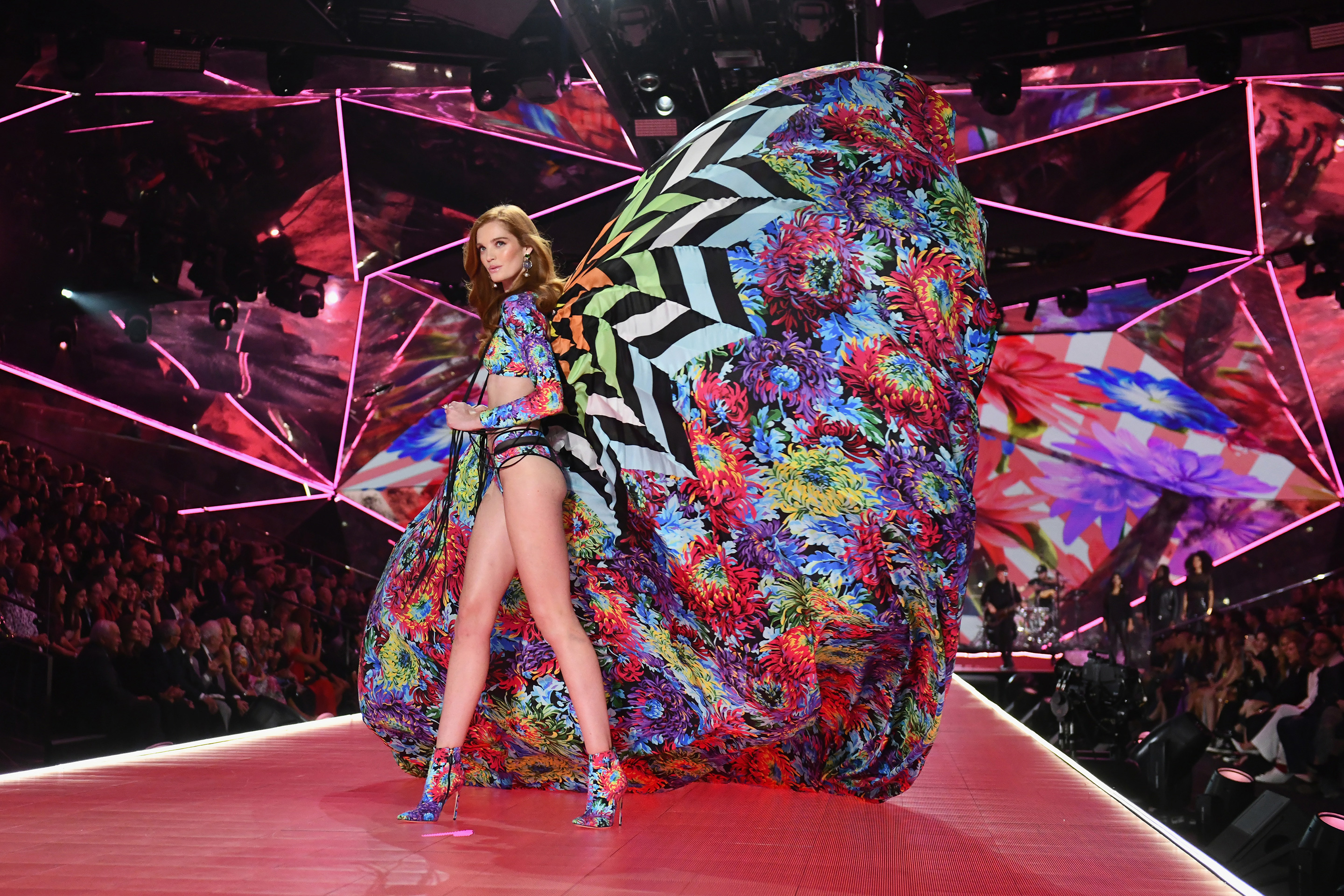 Vs Fashion Show 2020.Victoria S Secret Fashion Show Cancelled For 2019 Officially