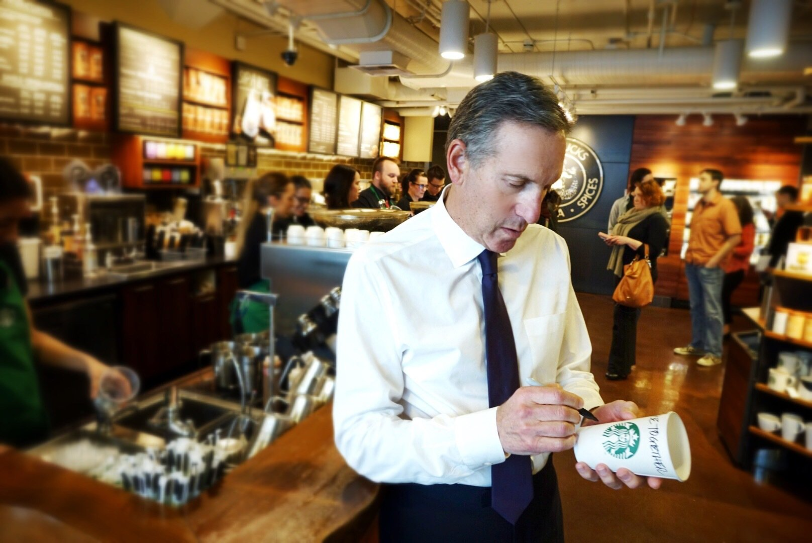 Starbucks Howard Schultz-Race Together