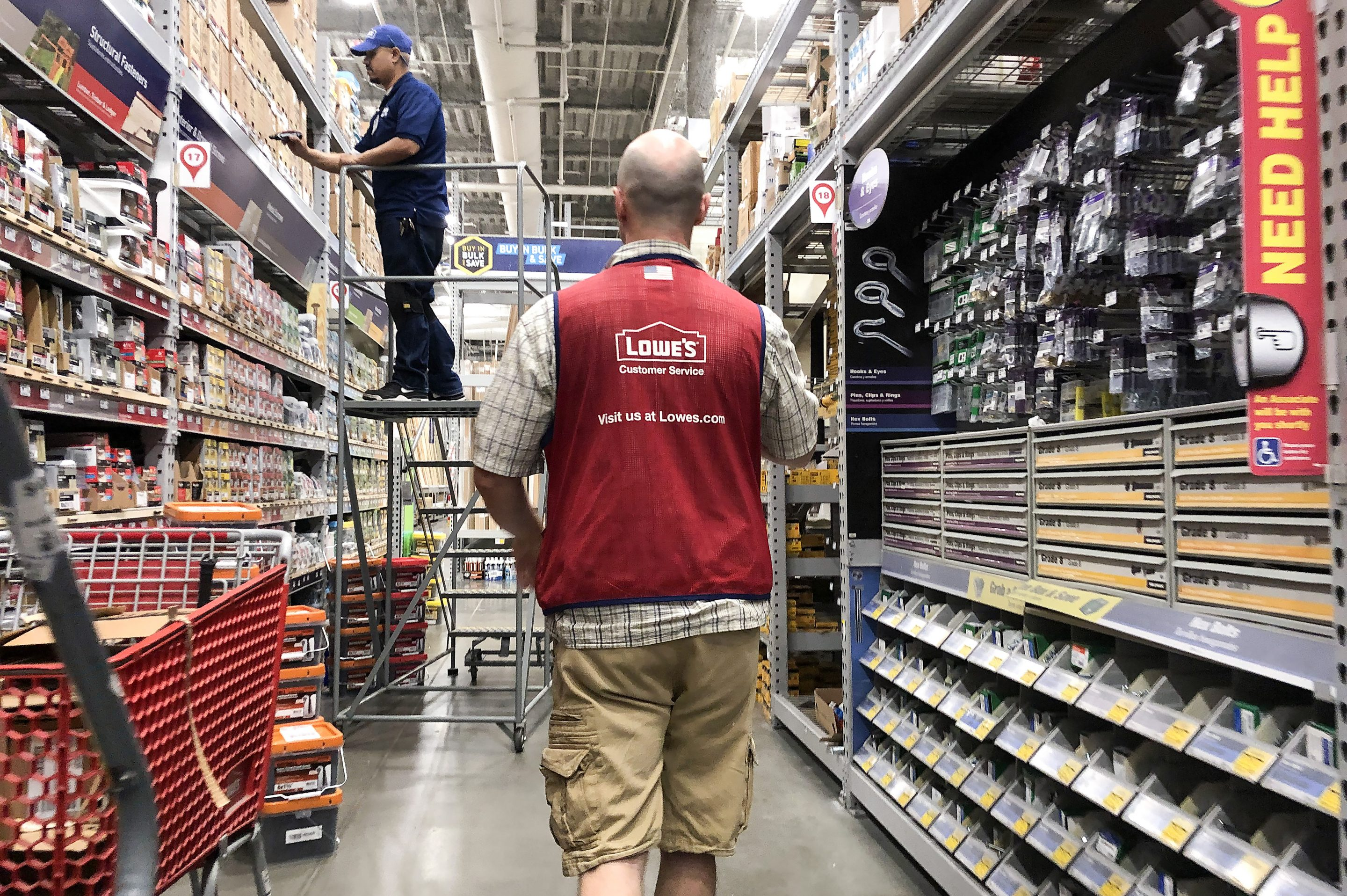Lowe S Falls Further Behind Home Depot On E Commerce Growth Fortune